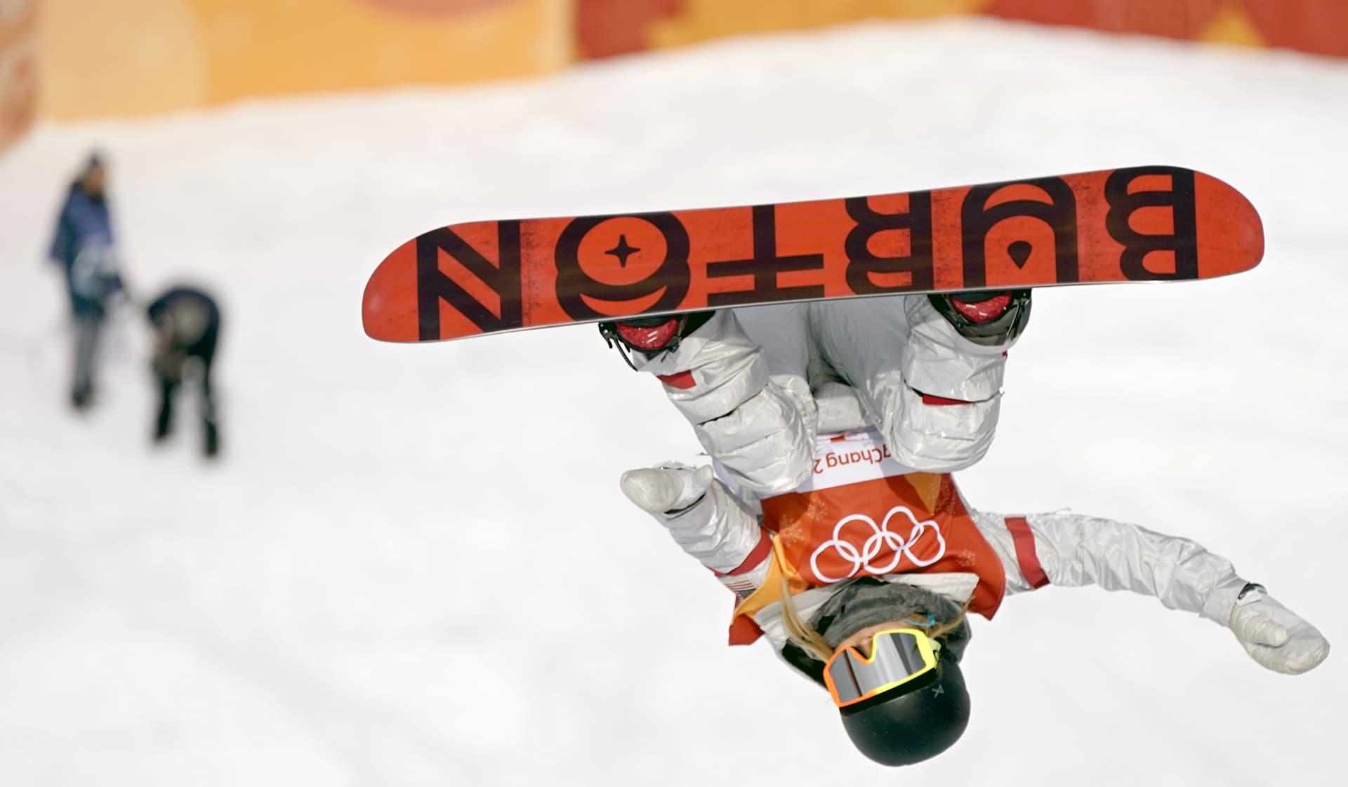 Chloe Kim lumilautailee PyeongChangissa.