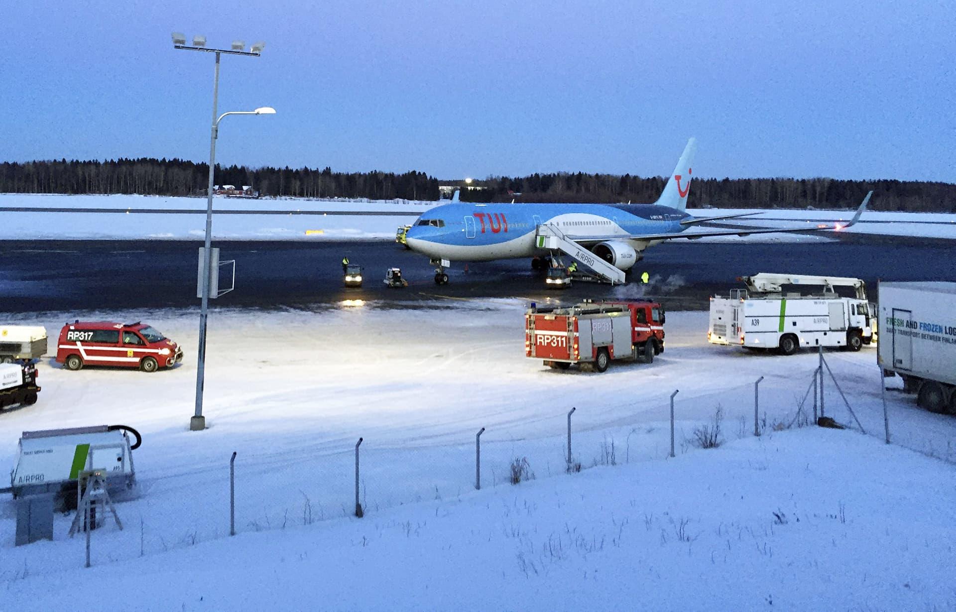 Vaasa lentokenttä TUI lentokone.
