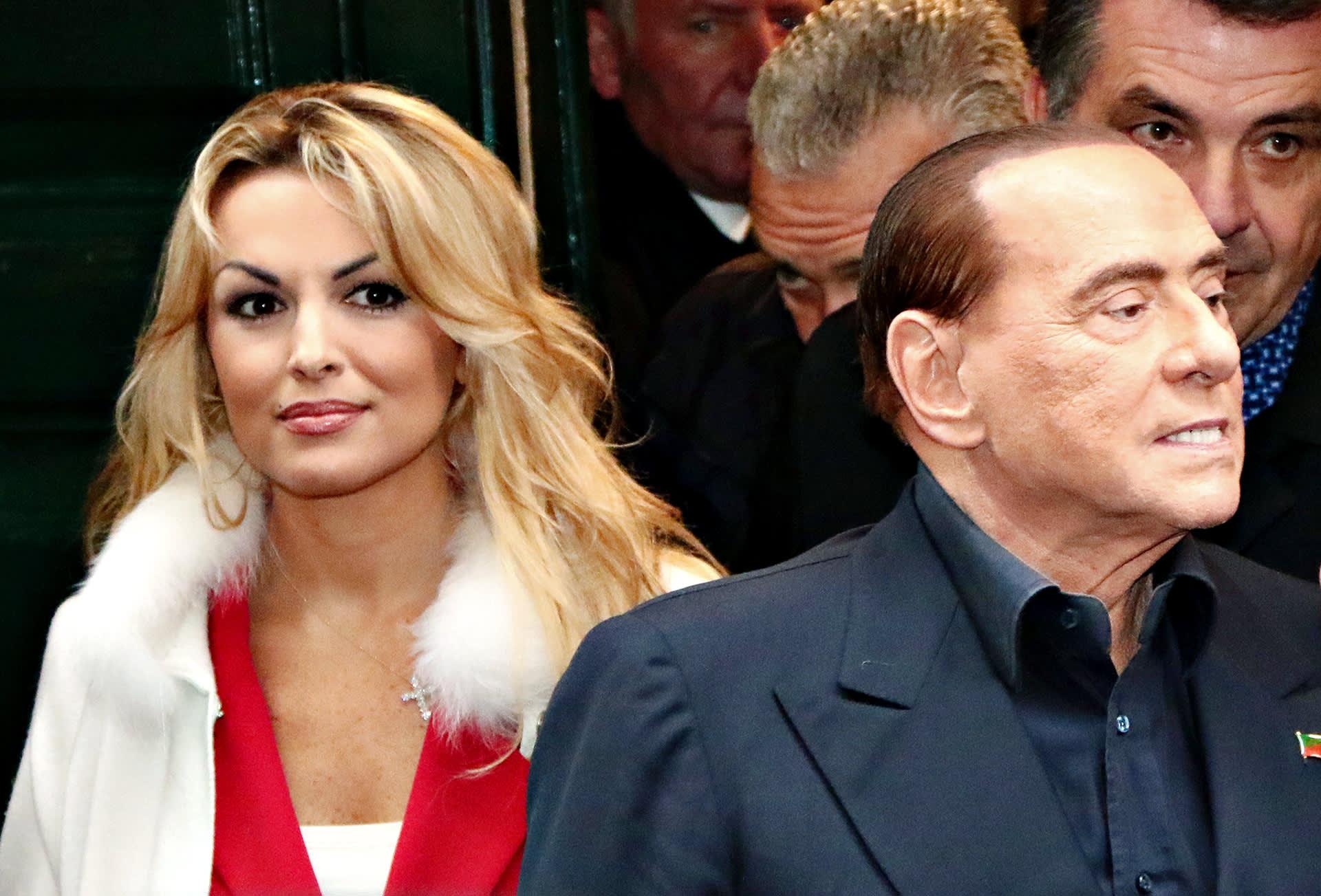 Silvio Berlusconi seurassaan Francesca Pascale Napolissa 3. maaliskuuta 2018.