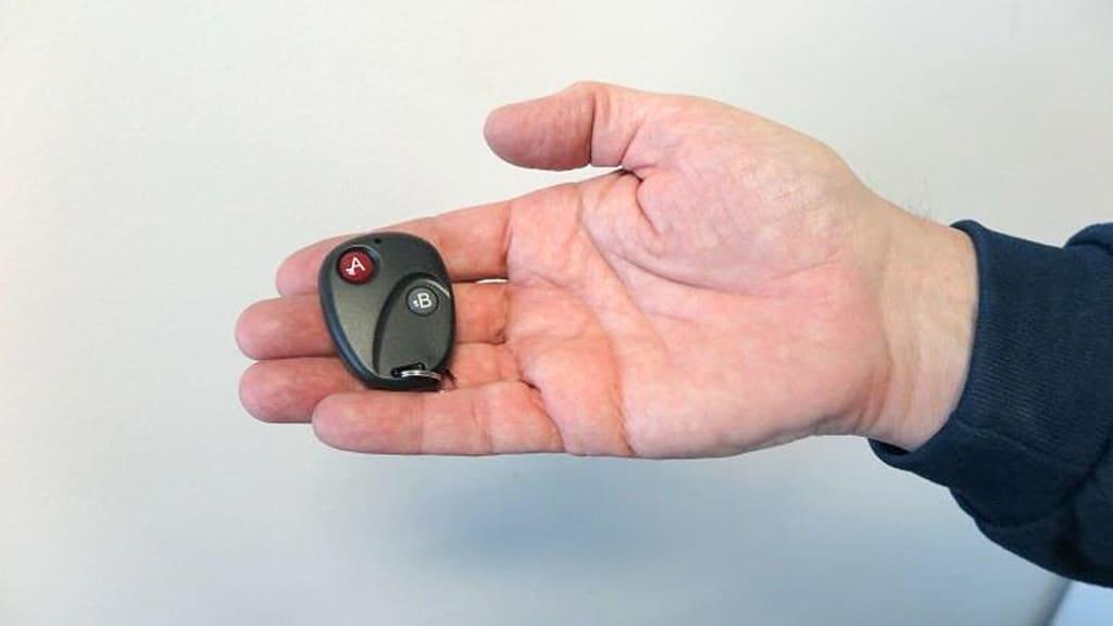 Elektroninen ajopiirturin manipulointilaiteen kaukosäädin.