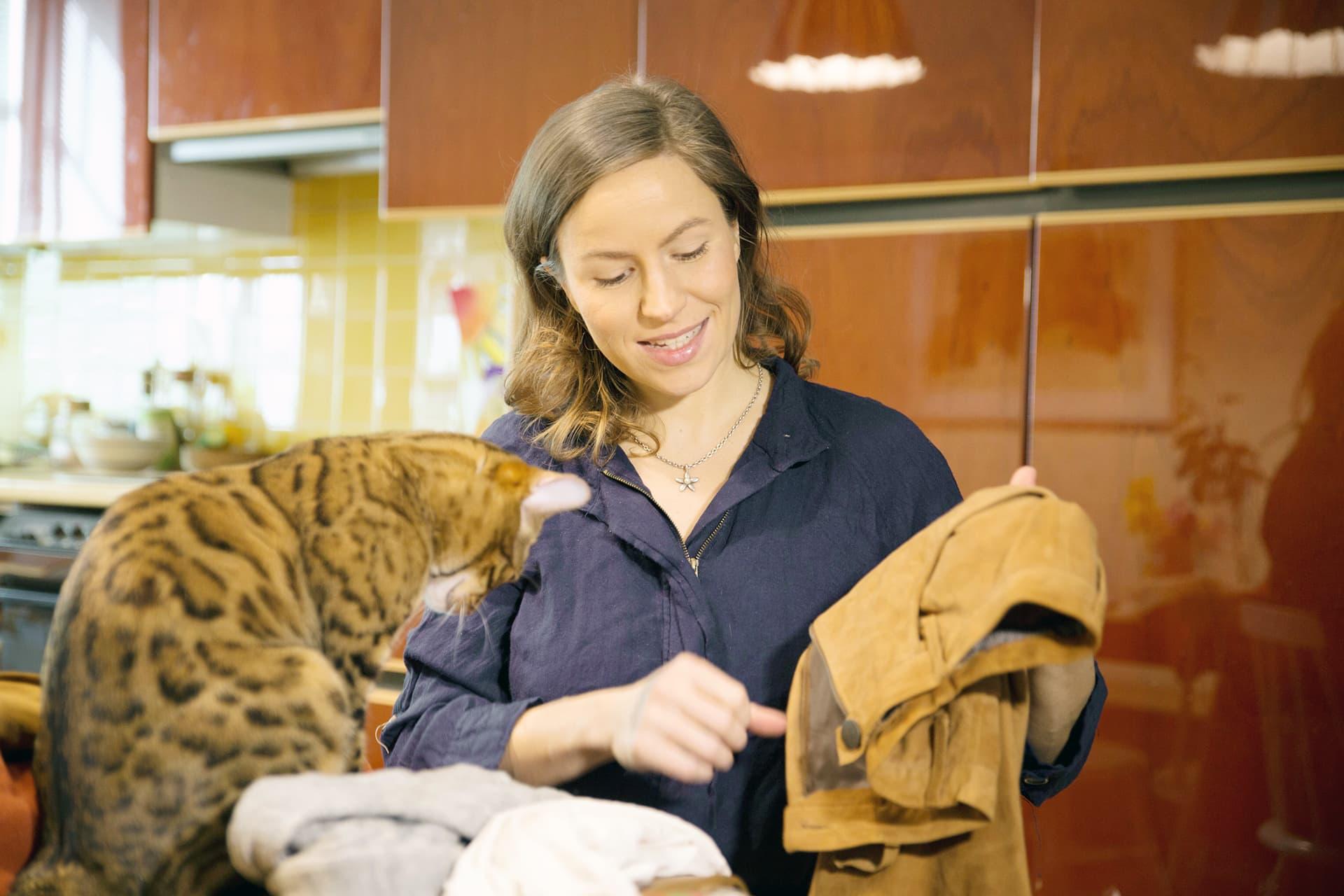 Maria Nordin esittelee vaatteita
