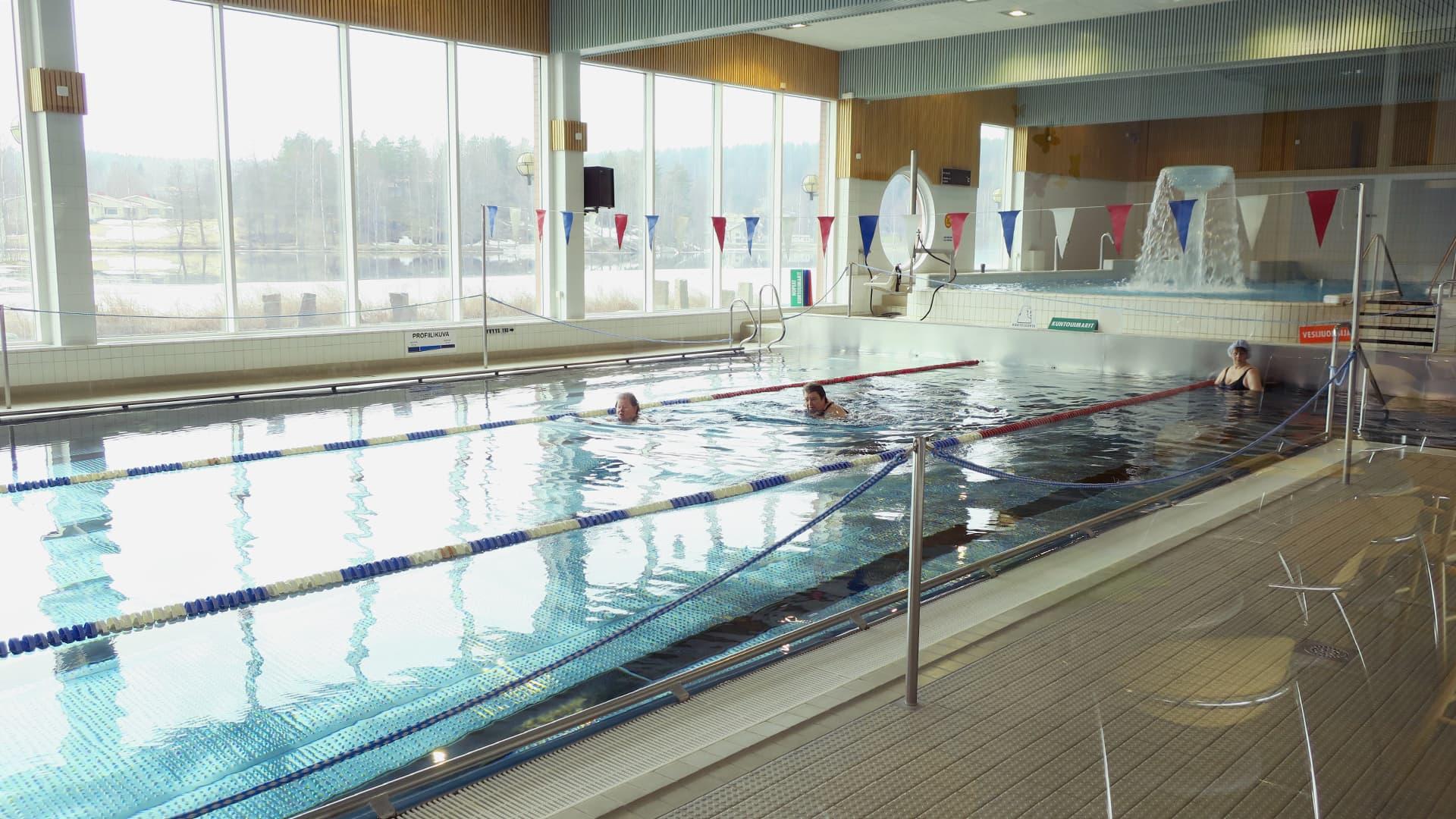 Uimahalli Koskikara sisältä.
