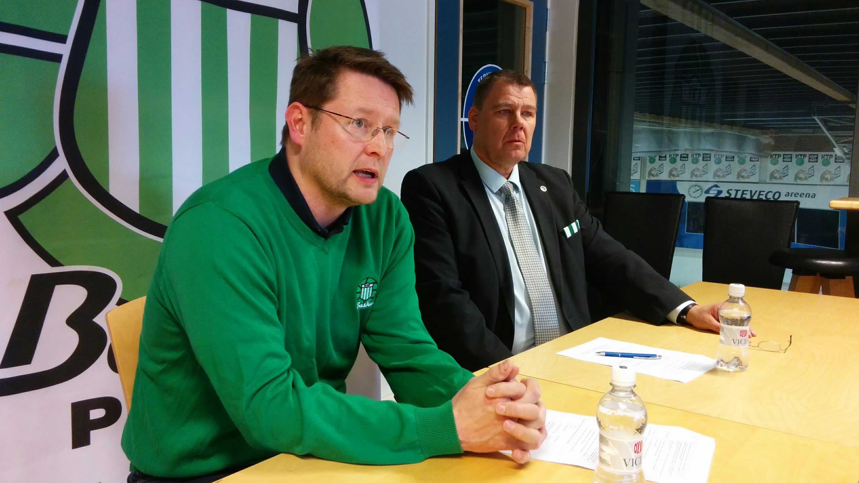 KTP-Basketin uusi päävalmentaja Tomi Kaminen lehdistötilaisuudessa huhtikuussa 2018.