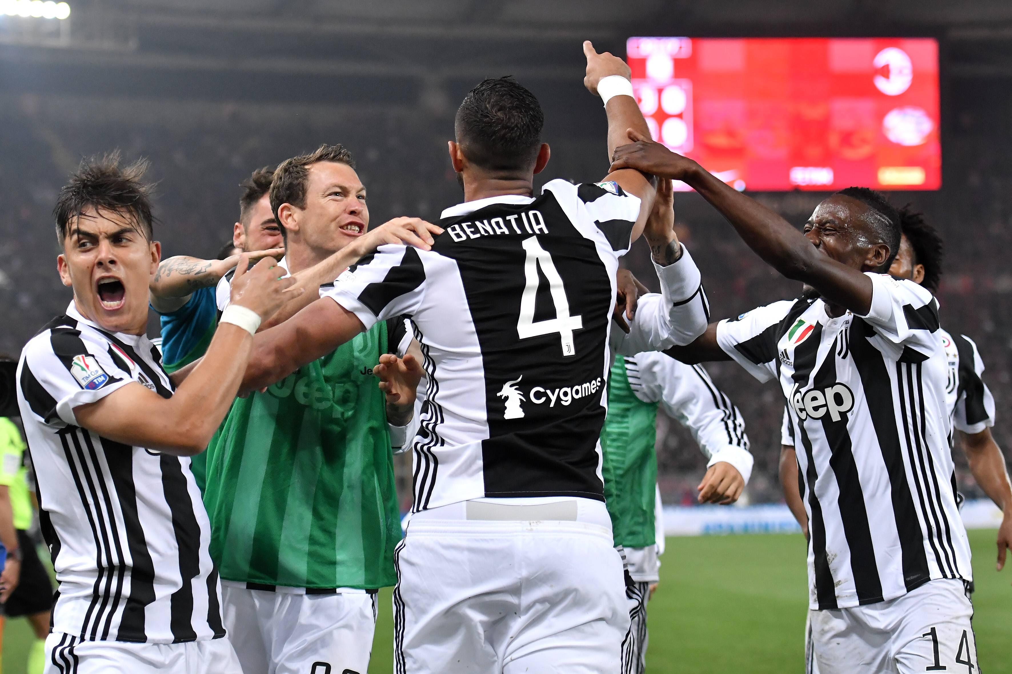 Medhi Benatia ja Juventus juhlii