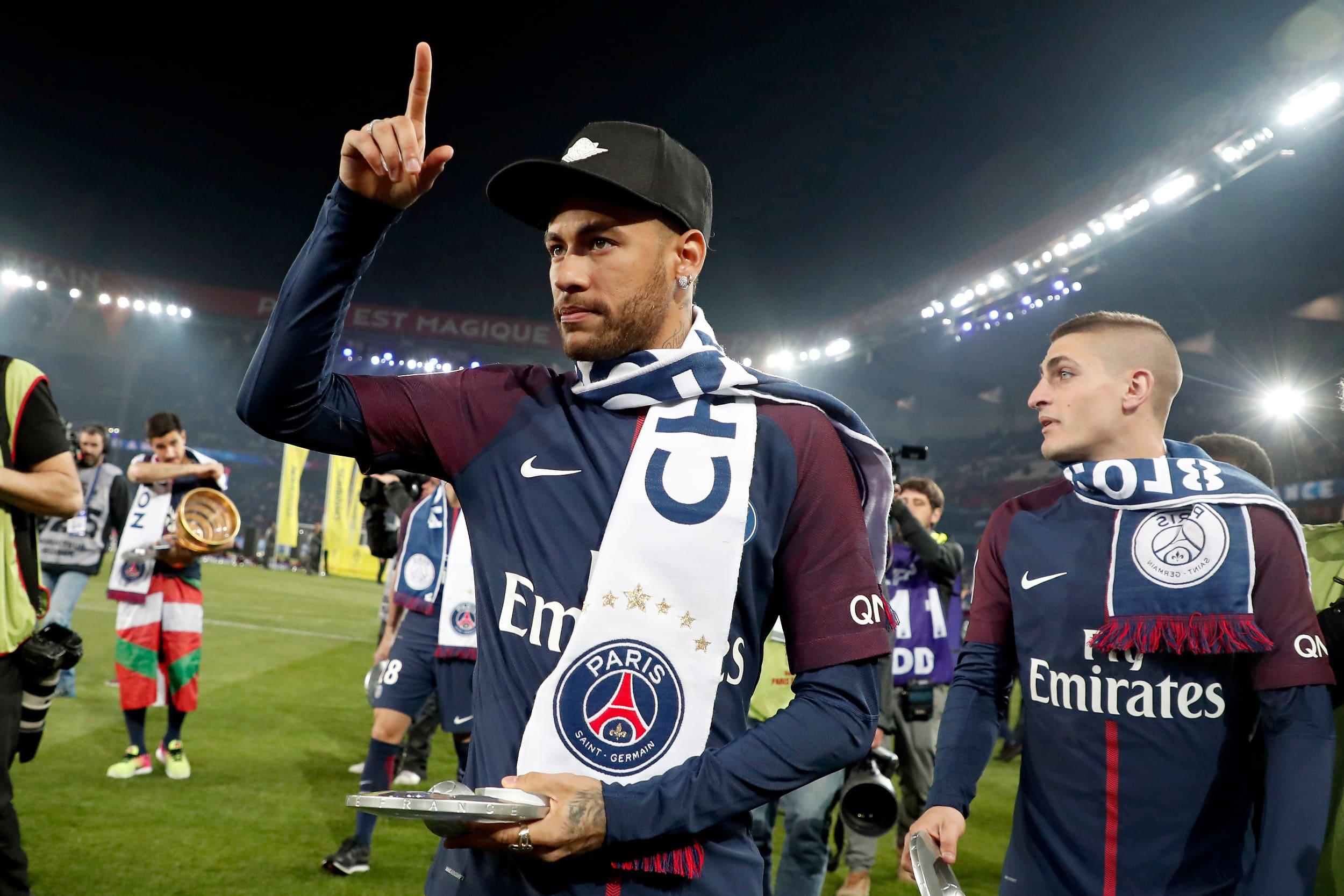 PSG:n Neymar ja Marco Verratti juhlivat Ranskan mestaruutta.