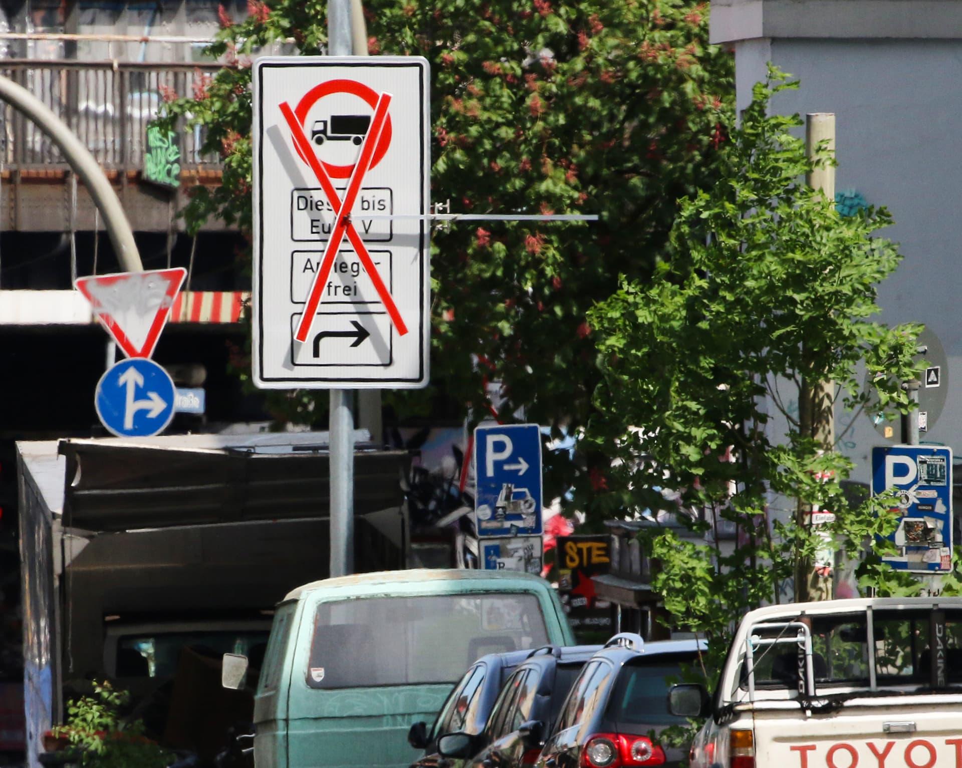 Dieselautoilun rajoituksista kertova kyltti