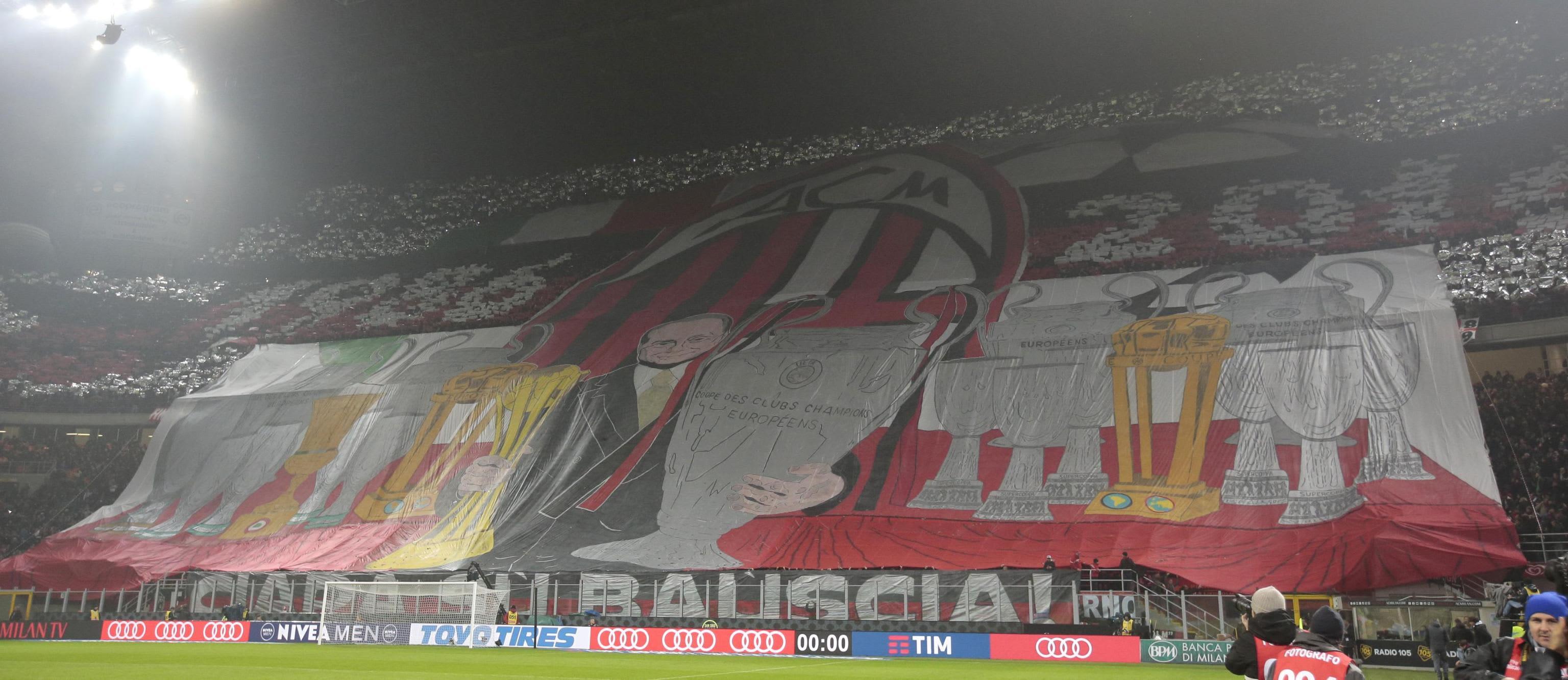 AC Milanin fanit kannustavat joukkuettansa