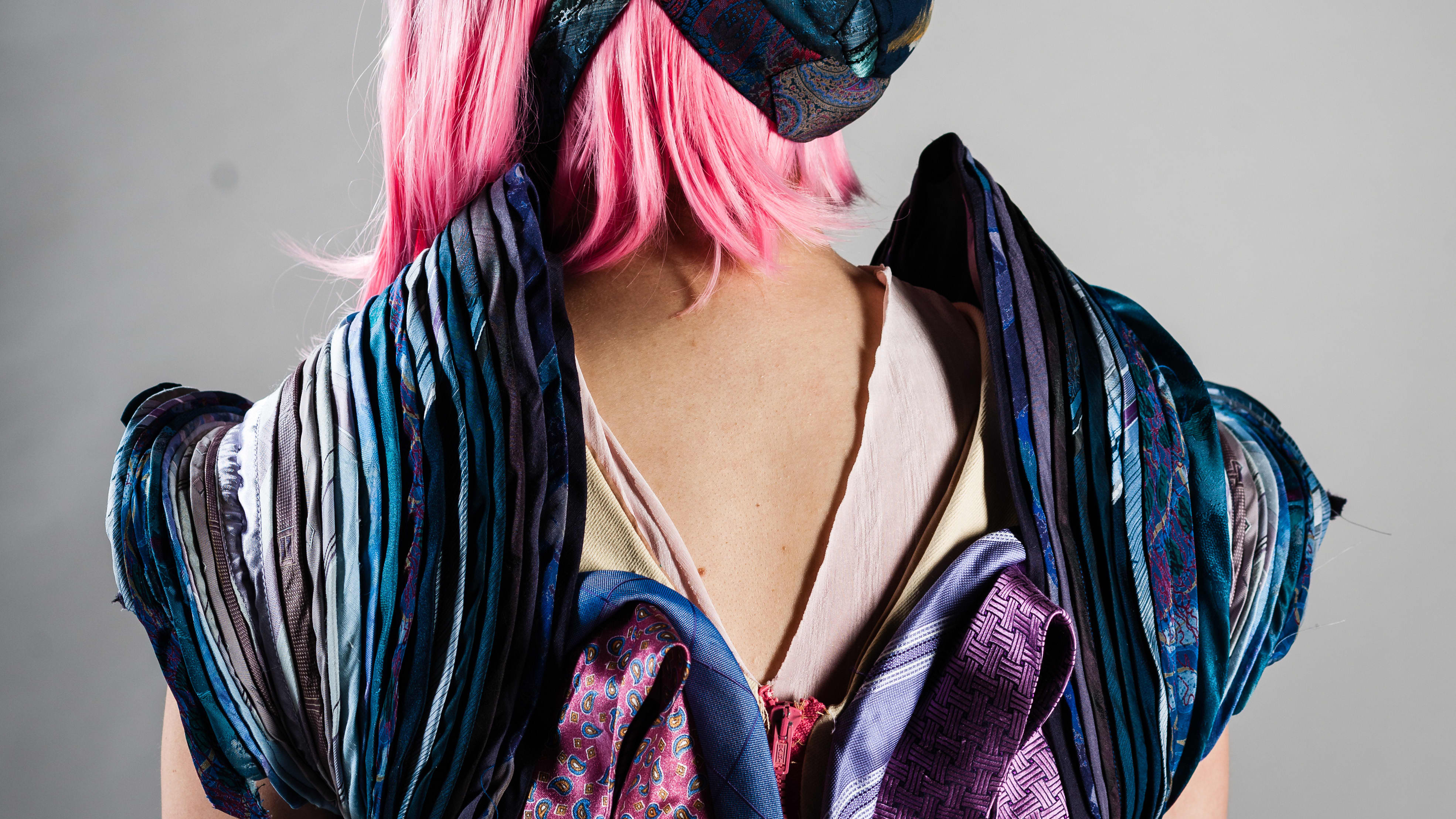 Solmioista tehty puku