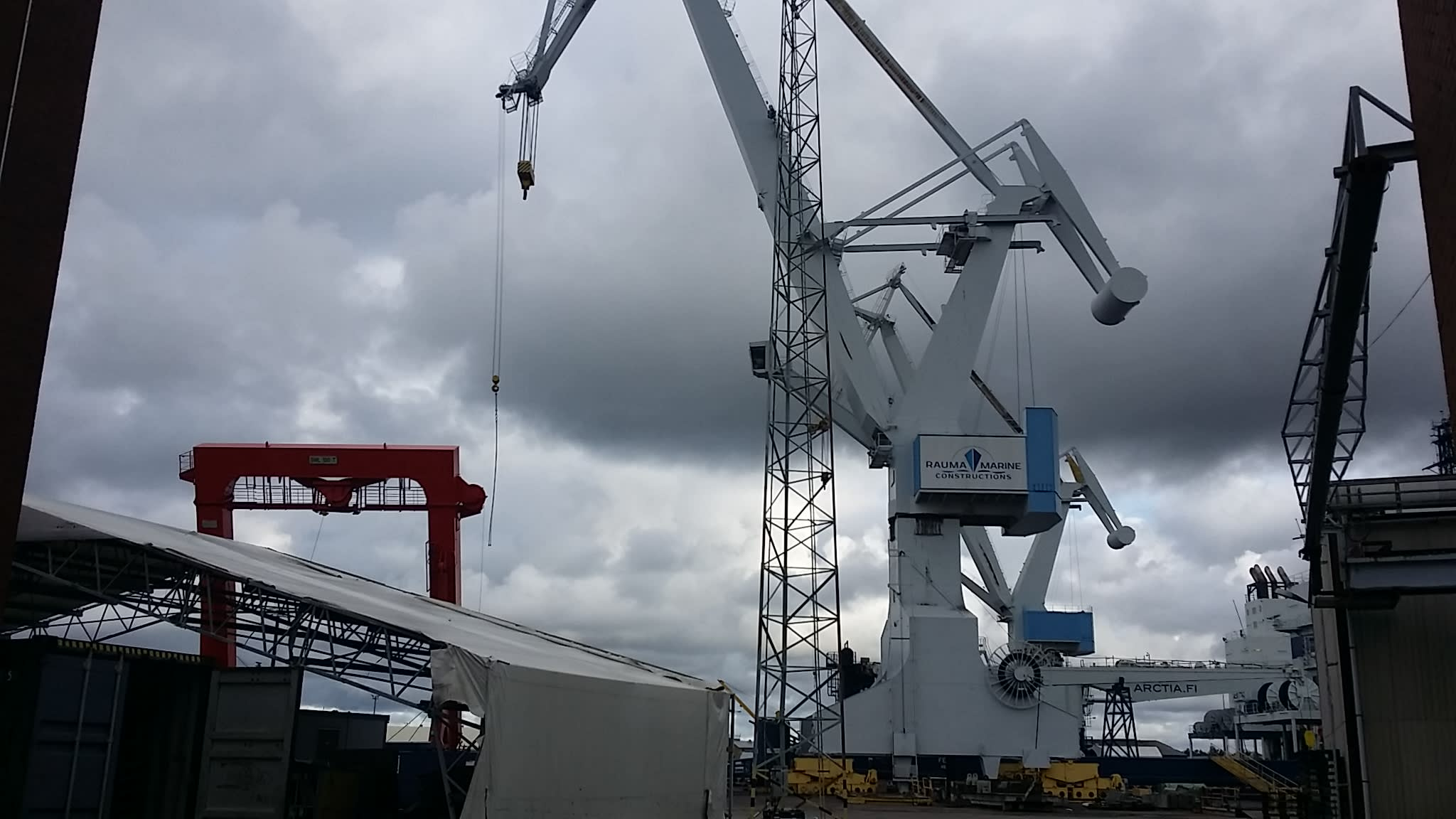 Rauman telakka nosturi satama RMC Rauma Marine Constructions