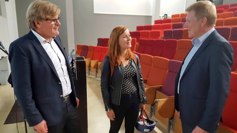 Johtava asiantuntija Joonas Hokkanen Ramboll Oy:stä, jätehuoltolautakunnan puheenjohtaja Niina Ratilainen ja Länsi-Suomen kuljetusyrittäjien toimitusjohtaja Tero Siitonen.