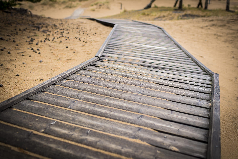 Kalajoen hiekkasärkkien dyynirannoilla kiertävä esteetön ulkoilureitti.
