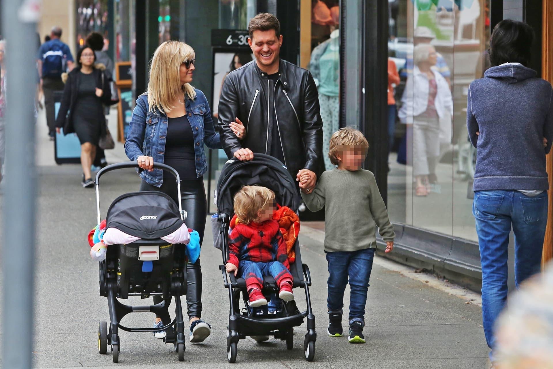 Michael Bublé perheineen kadulla.