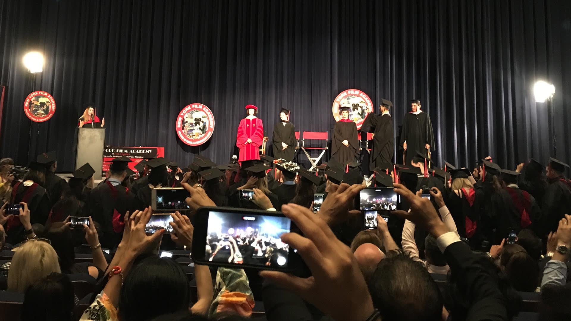 Opiskelijoiden valmistumisjuhla Los Angelesissa.