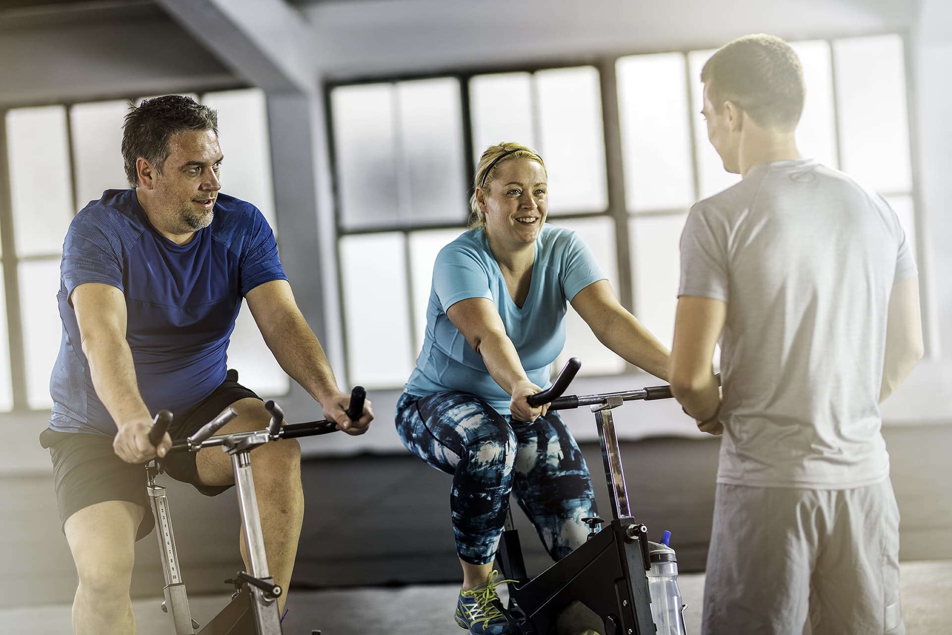 Pariskunta kuntopyöräilemässä