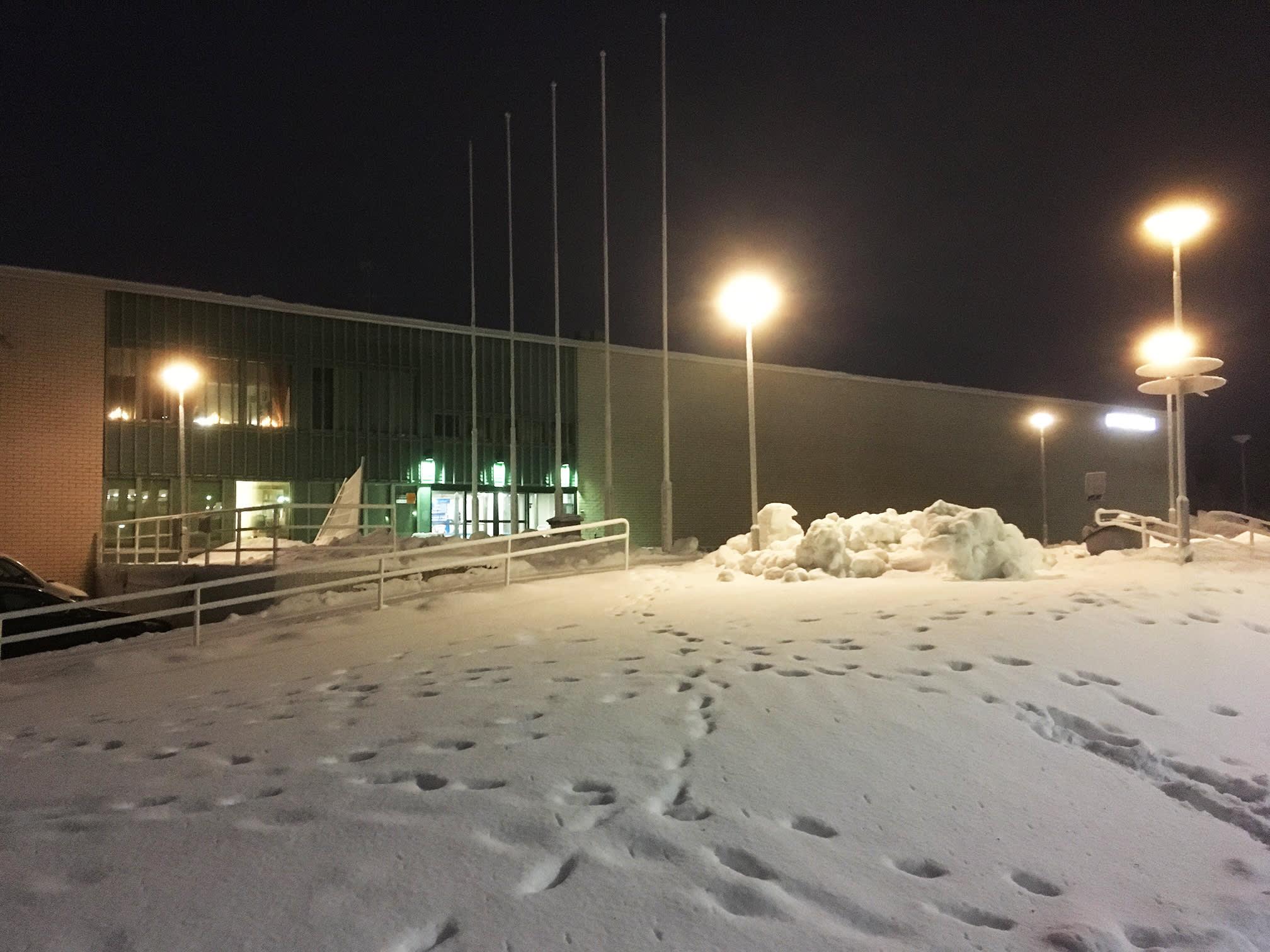 Kemin uimahalli ulkoa kuvattuna joulukuussa 2018