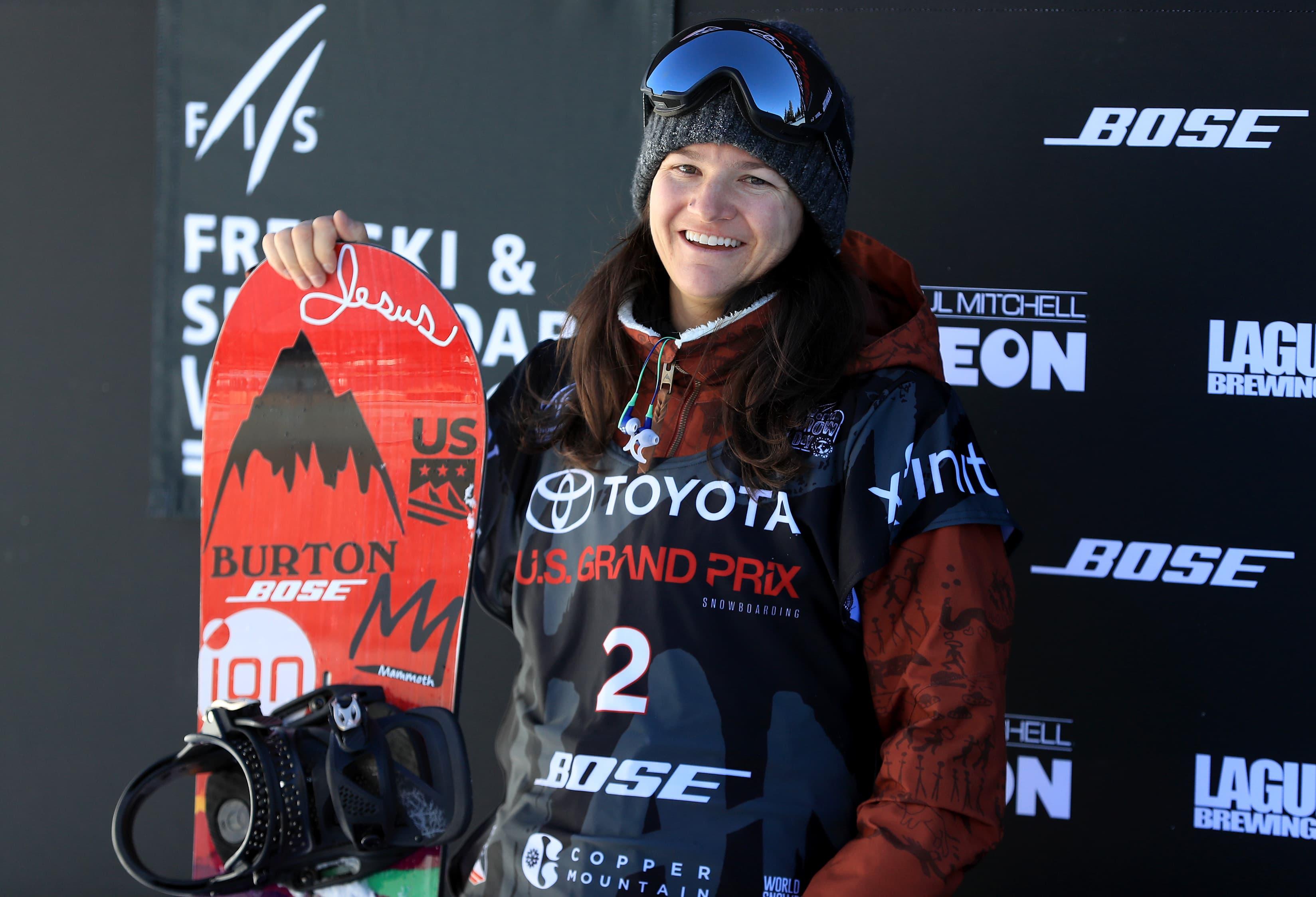Kelly Clark hymyilee.