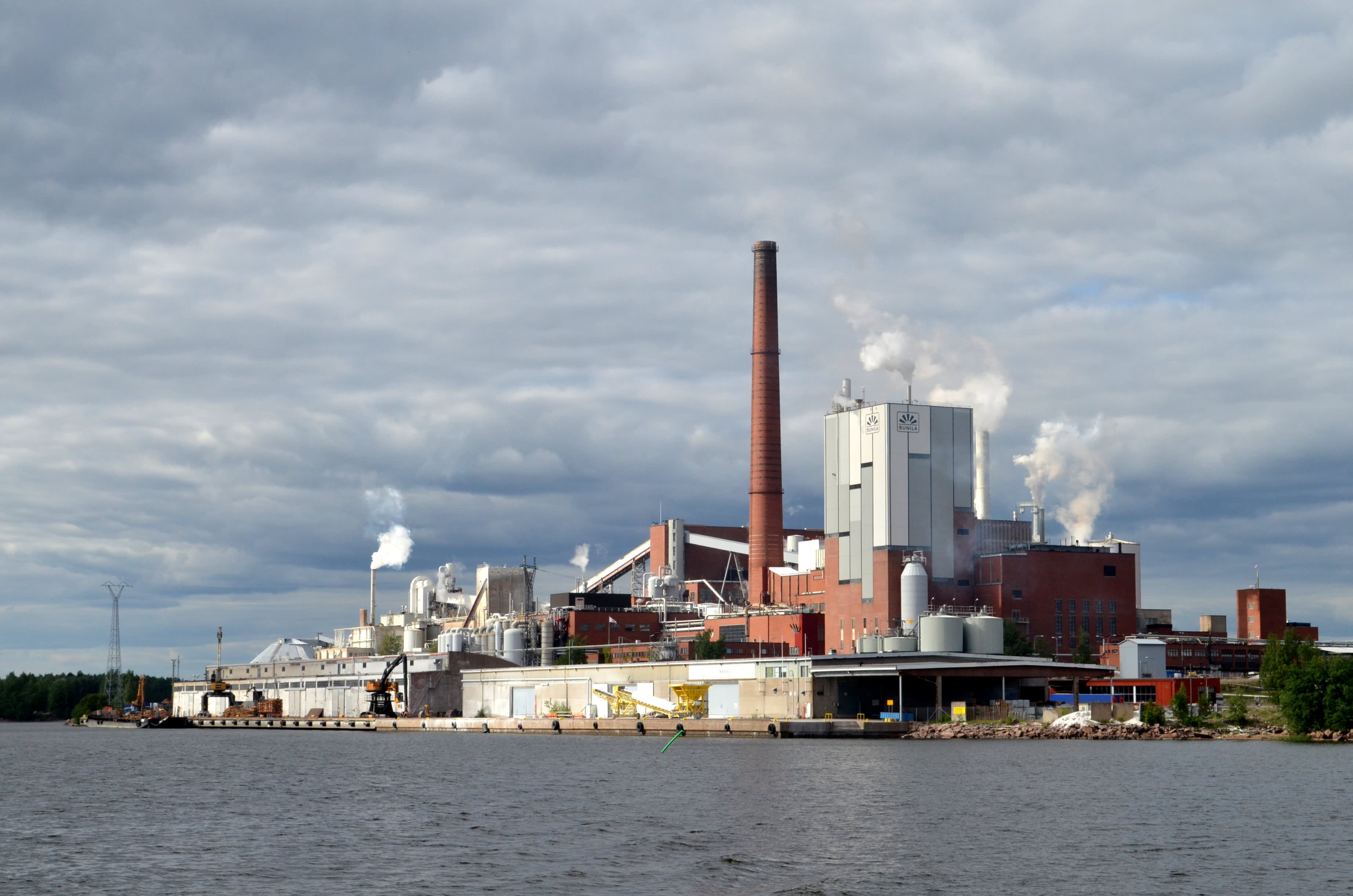 Stora Enson Suniltan tehdas Kotkassa.