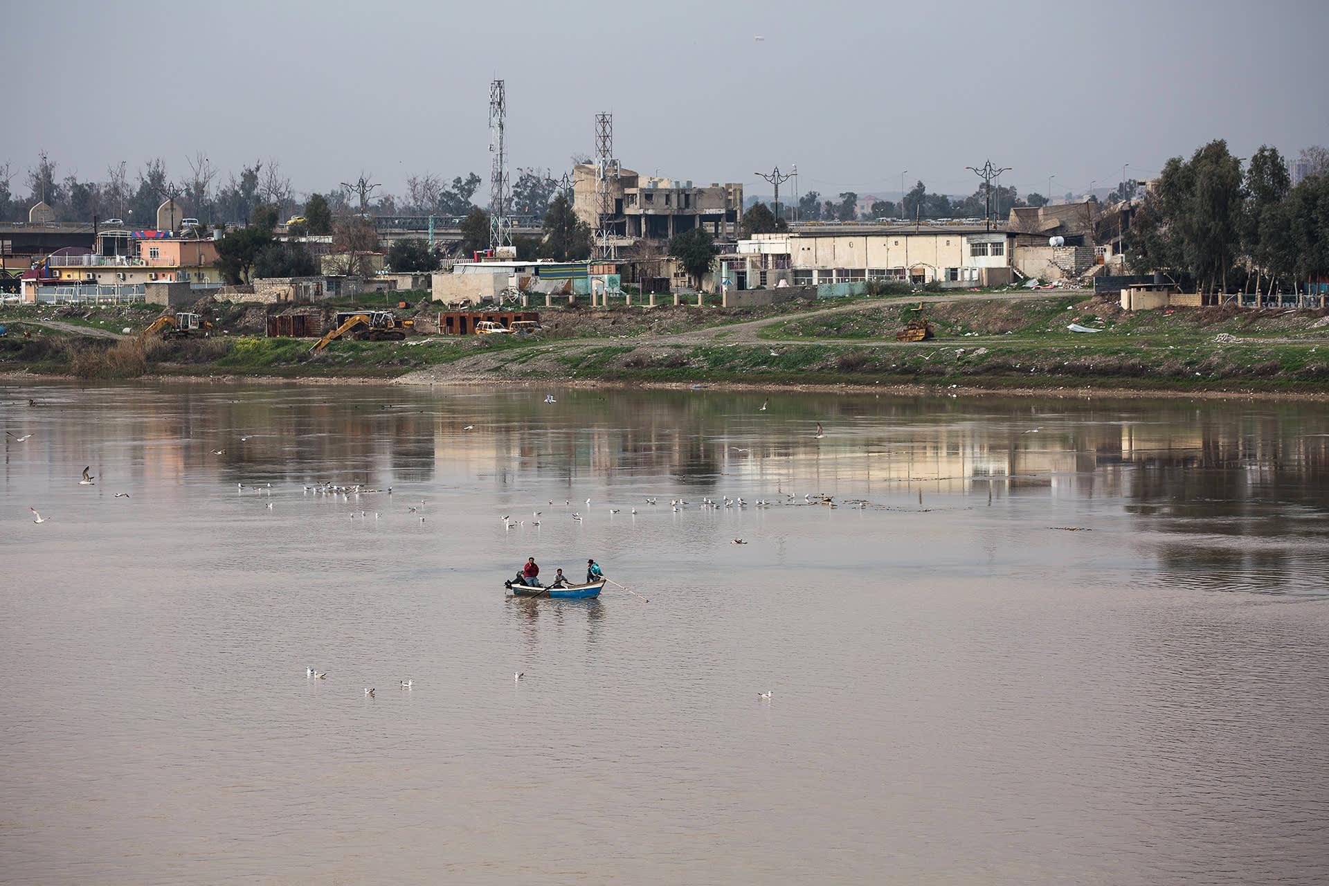 Tigris-joki Mosulissa Irakissa.