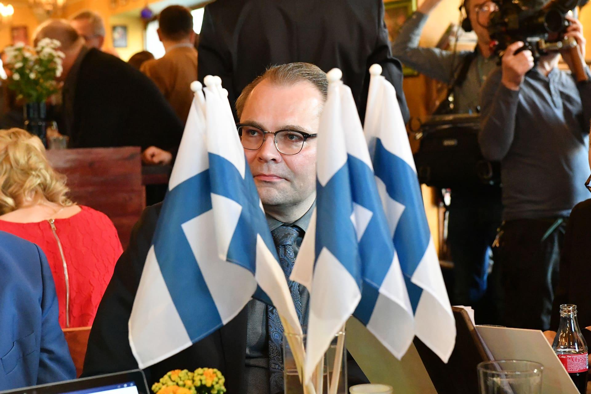 Jussi Niinistö sinisten vaalivalvojaisissa Helsingissä.
