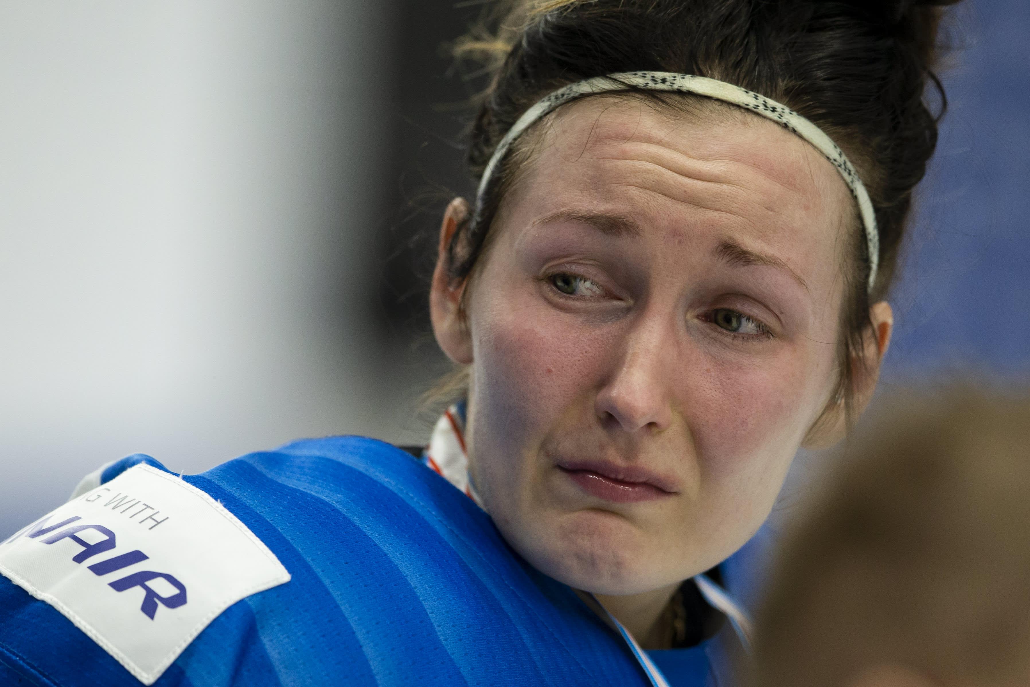 Rosa Lindstedt murheissaan hävityn finaalin jälkeen.