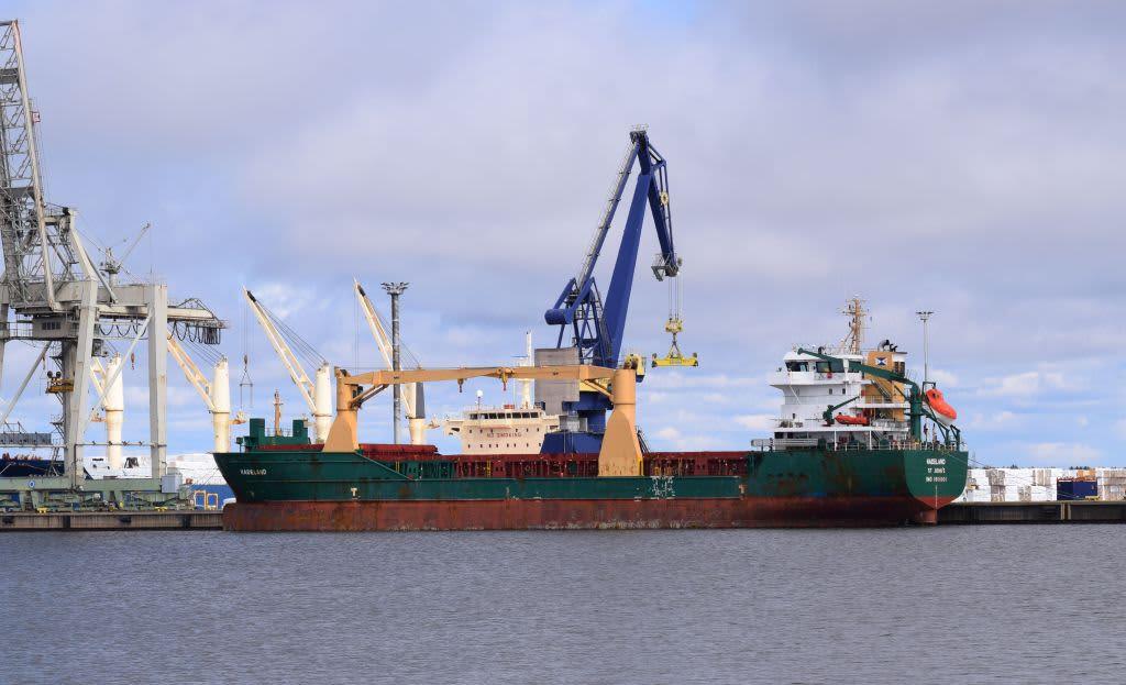 Porin satama, laiva satamassa