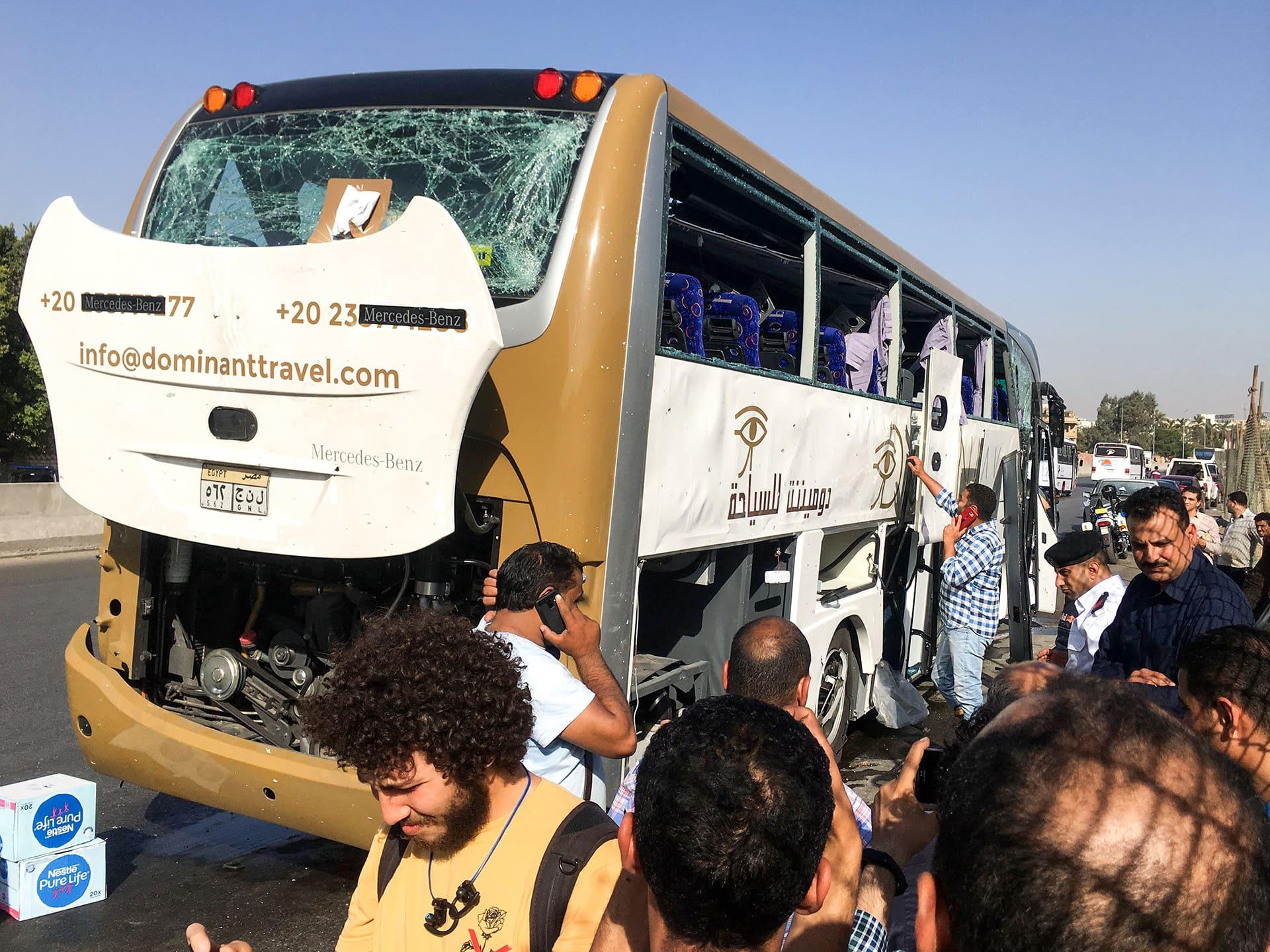 Iskun kohteena olllut linja-auto Gizassa, Egyptissä 19.toukokuuta.