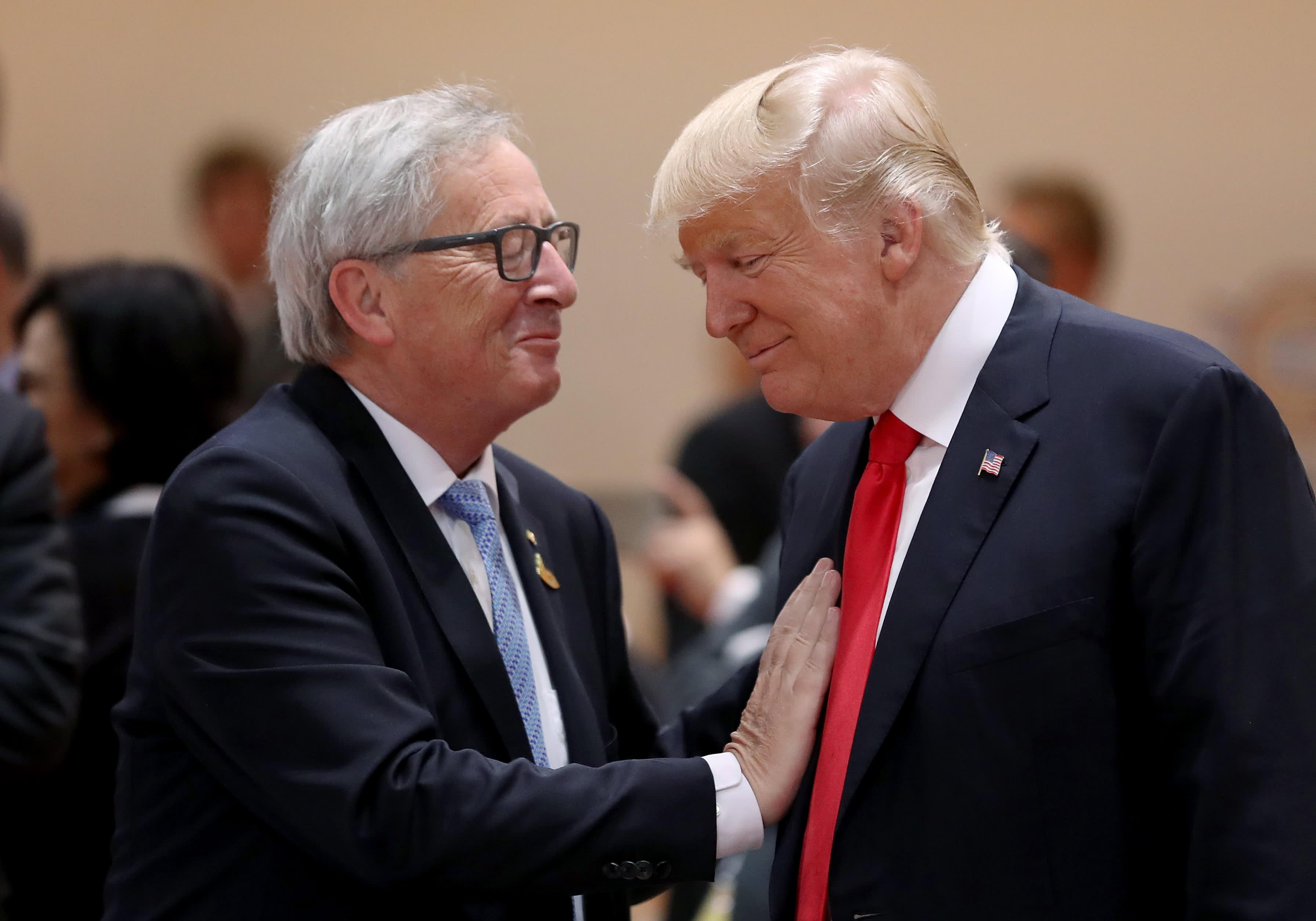 EU:n ja Yhdysvaltain yhteistyötä tarvitaan esimerkiksi veronkierron estämiseen. Kuvassa Euroopan komission puheenjohtaja Jean-Claude Juncker ja Yhdysvaltain presidentti Donald Trump.