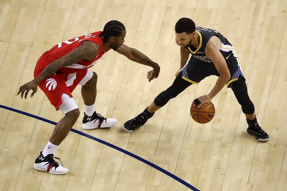 Kawhi Leonard ja Stephen Curry kamppailivat neljännessä NBA-finaalissa.