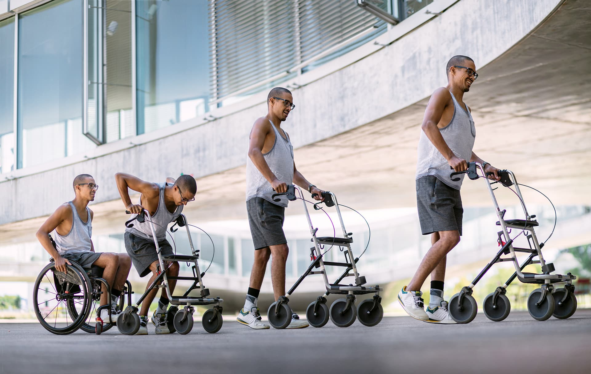 David Mzee pystyy nyt kävelemään jopa ilman implantin antamia sähköstimulantteja.