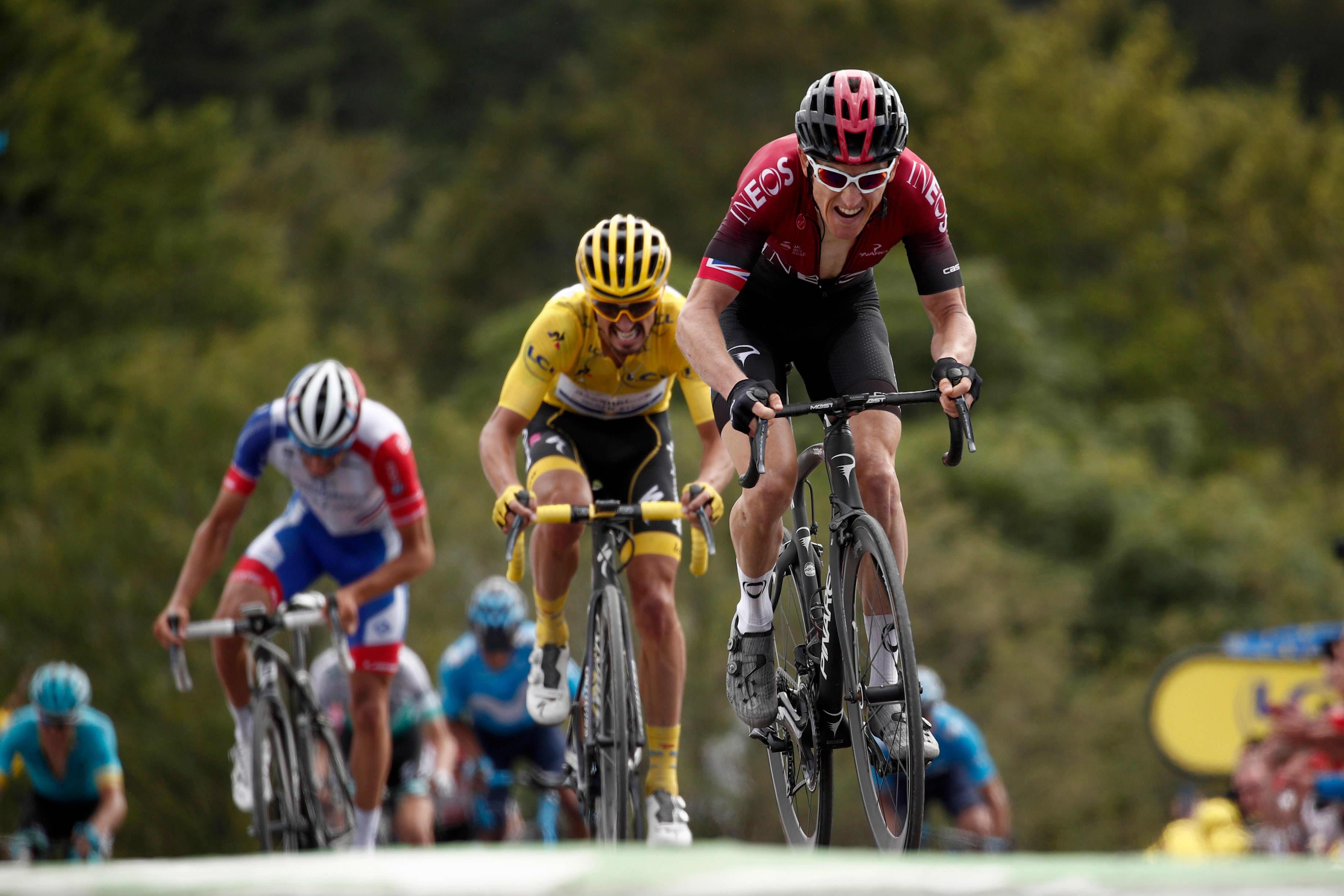 Geraint Thomas (oik.), Julian Alaphilippe (kesk.) ja Thibaut Pinot La Planche des Belles Filles'n loppunousussa Ranskan ympäriajossa 2019.