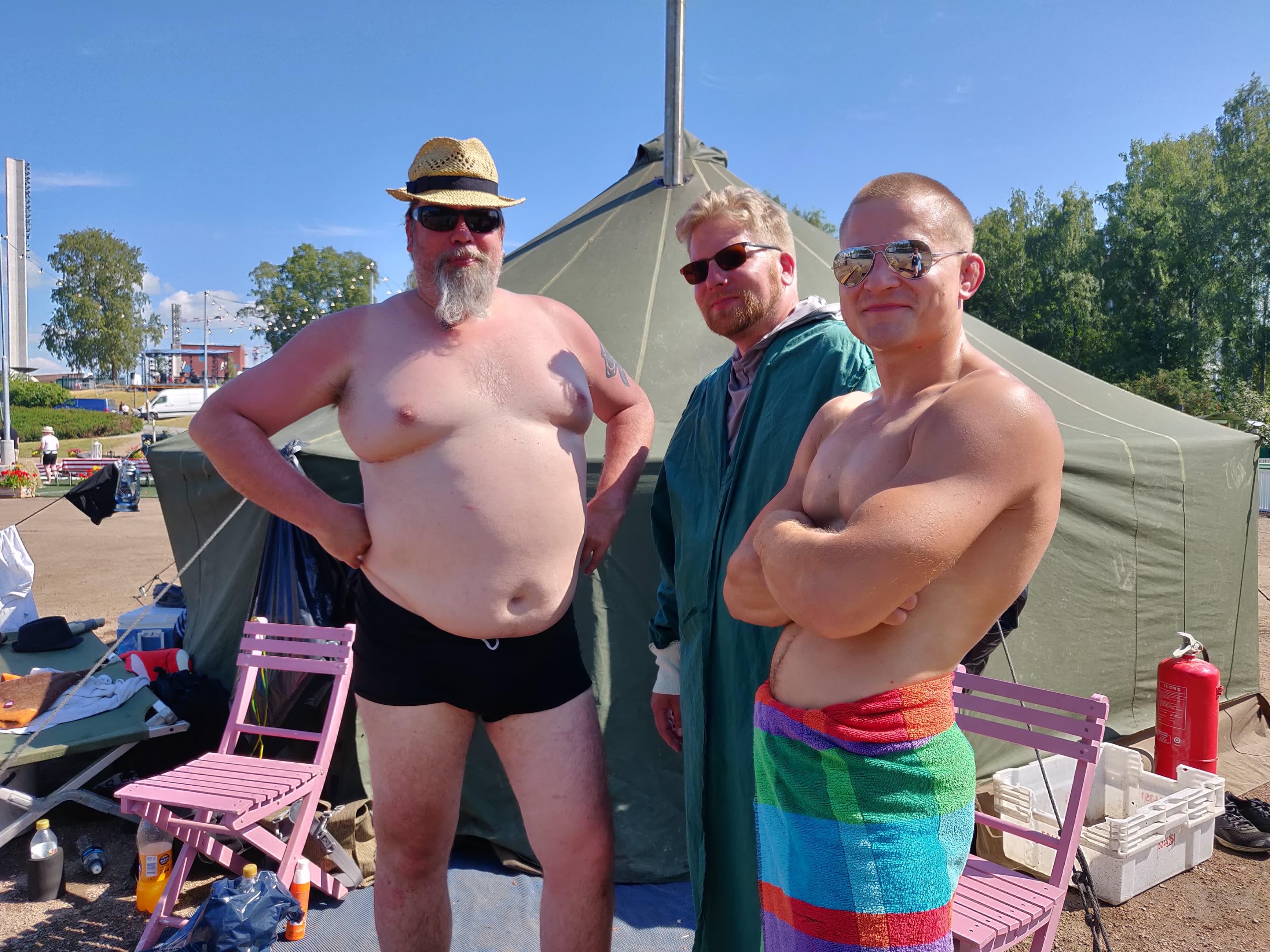 Vastameluhaitta-telttasaunalla Eetu, Juppe ja Jani sanoivat jo ennen tapahtuman alkua.