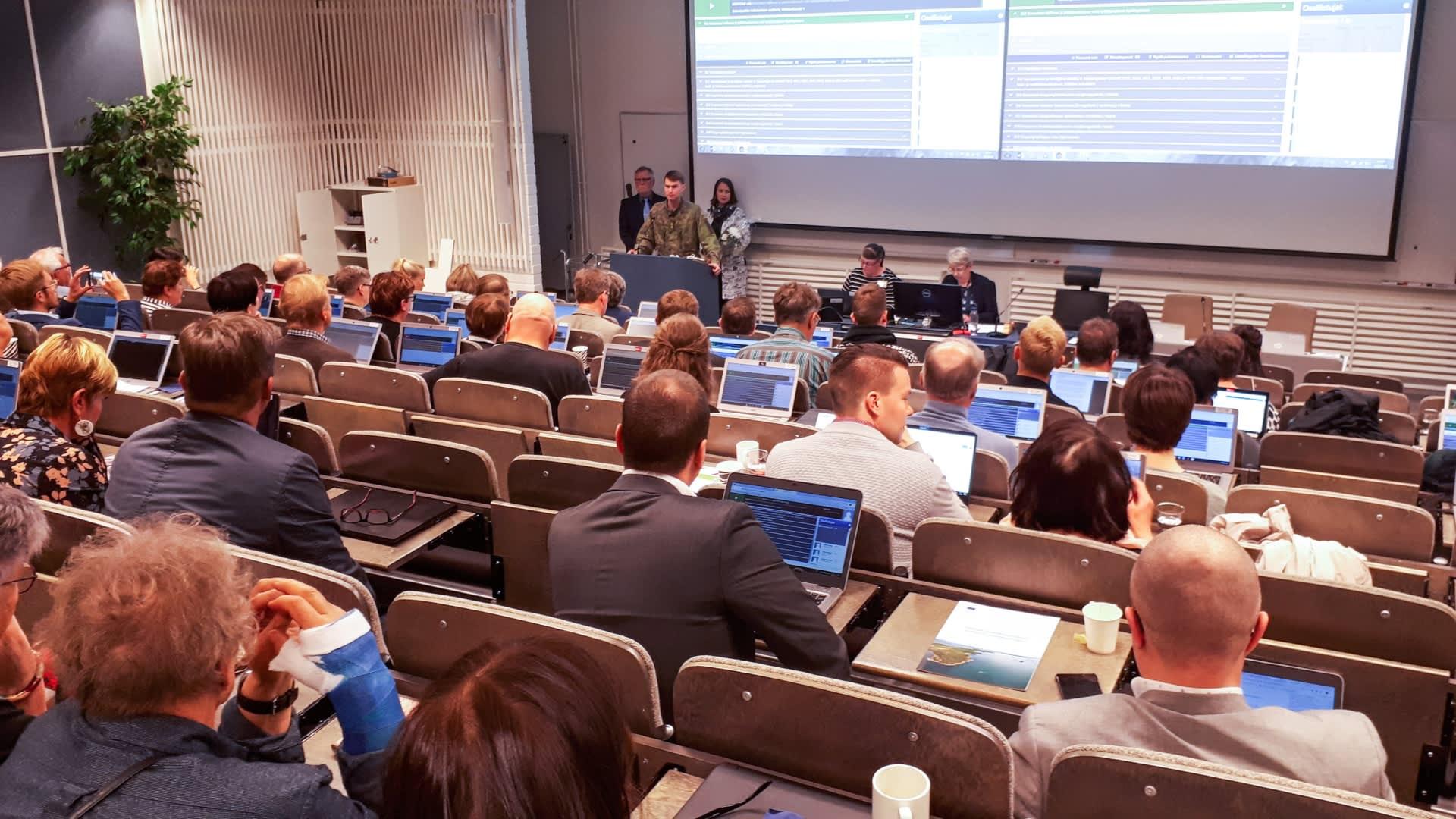 Rovaniemen kaupunginvaltuuston kokous Keltakankaalla