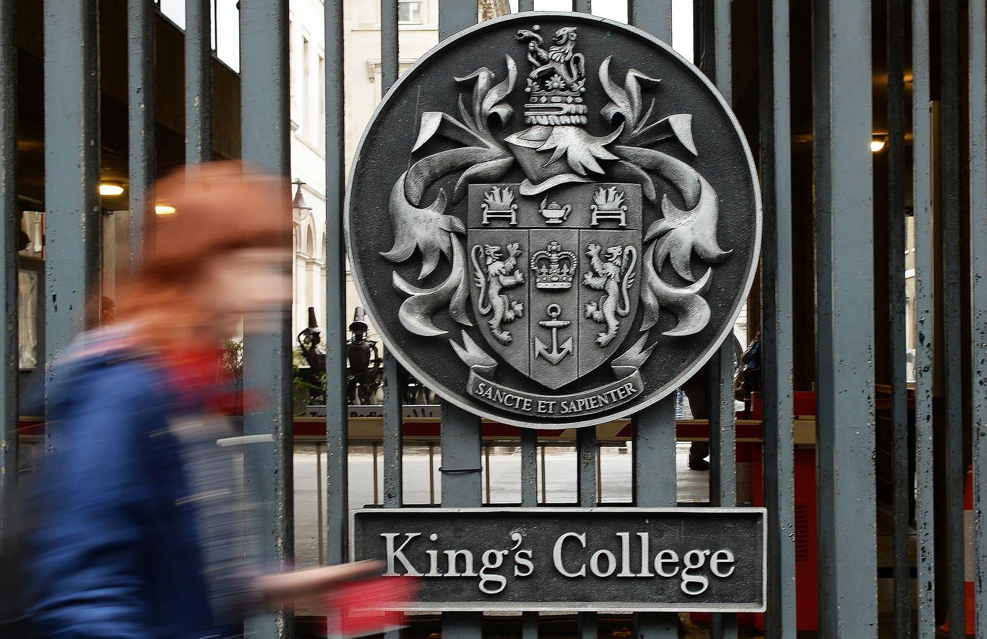 Kings yliopiston portti Lontoossa.