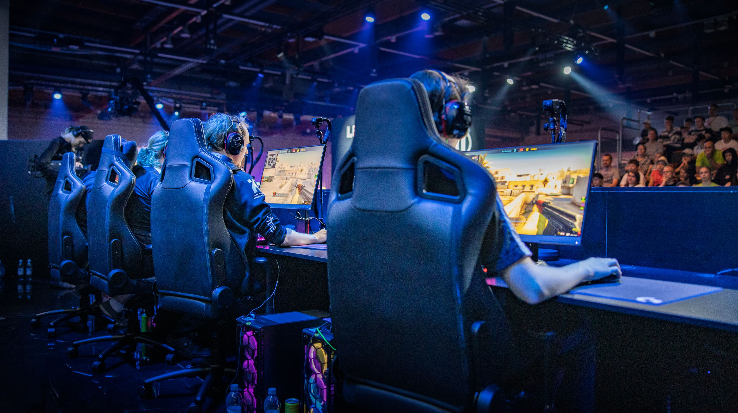 SJ Gaminging CS:GO joukkue pelaamassa.