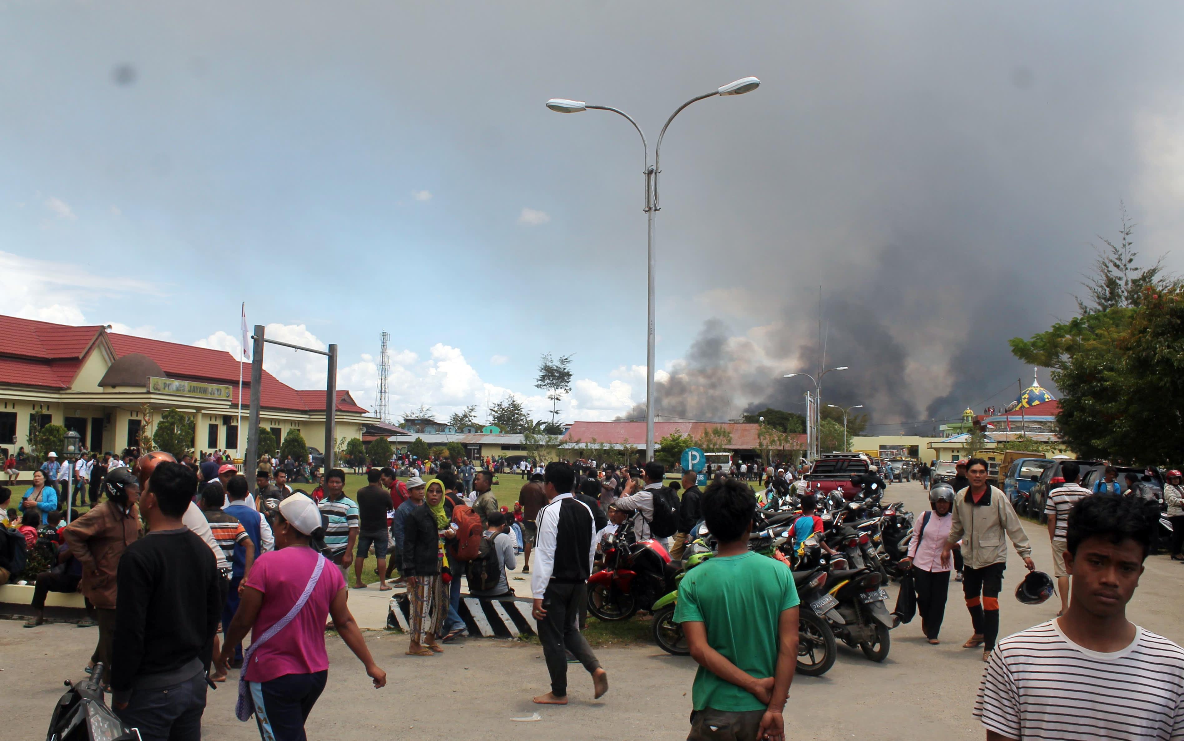 Indonesia on kiristänyt turvallisuustoimia Papuassa virinneiden väkivaltaisuuksien jälkeen. Wamenan kaupungissa useita kuoli kun mielenosoittajat sytyttivät rakennuksia palamaan.