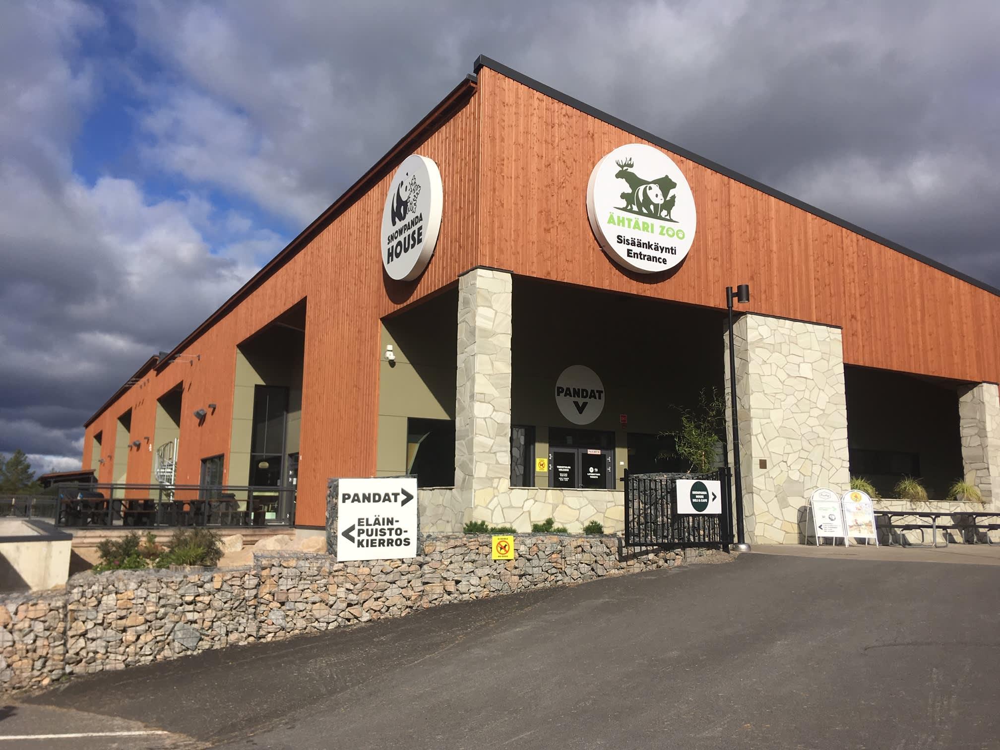 Pandatalo Ähtärissä sijaitsee matkailualueella eläinpuiston ja muiden kaupungin matkailupalveluiden keskellä.
