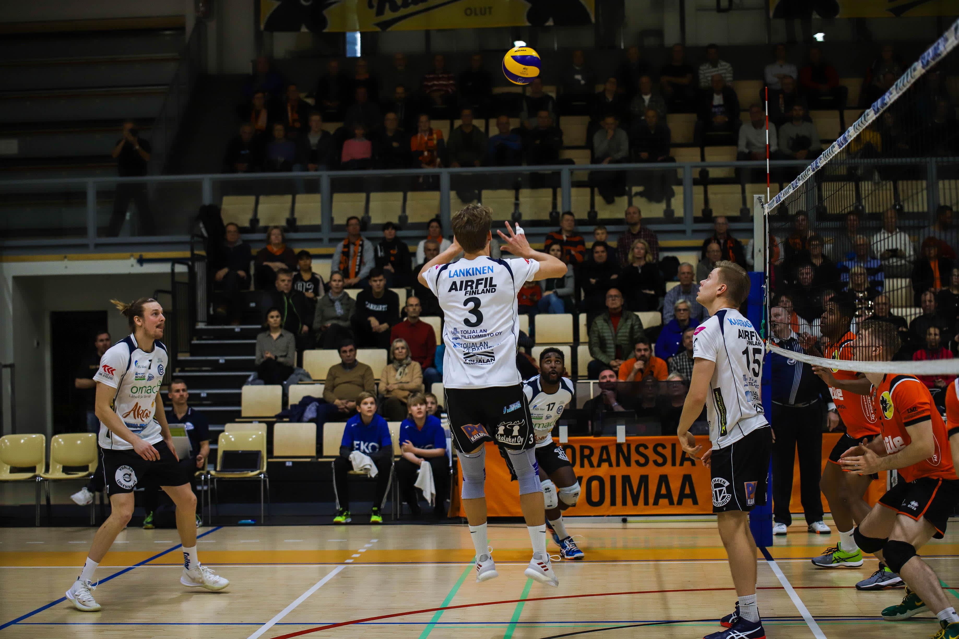 Akaa-Volleyn passarllai Akseli Lankisella riittää hyökkäyvaihtoehtoja.