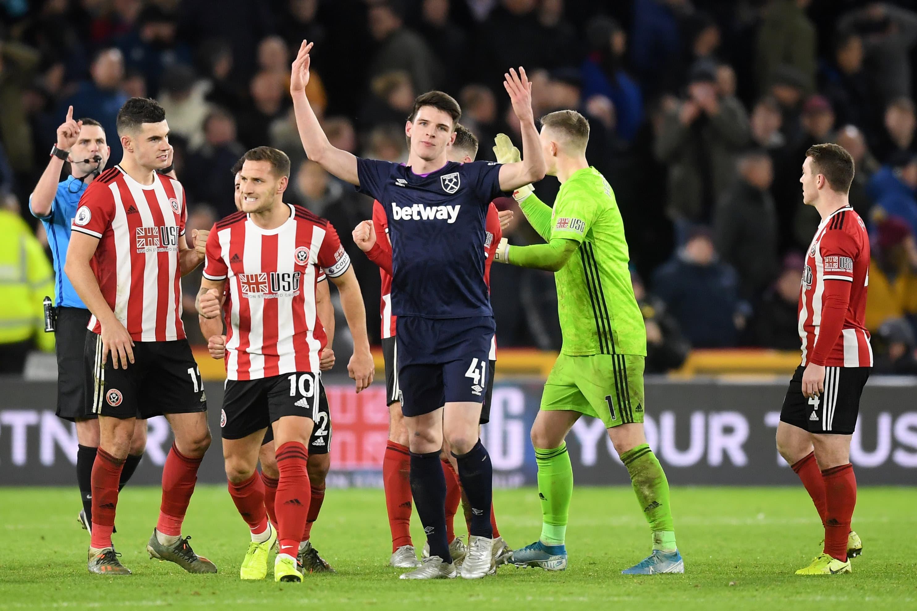 West Hamin Declan Rice elehtii turhautuneena maalin hylkäämisen jälkeen.