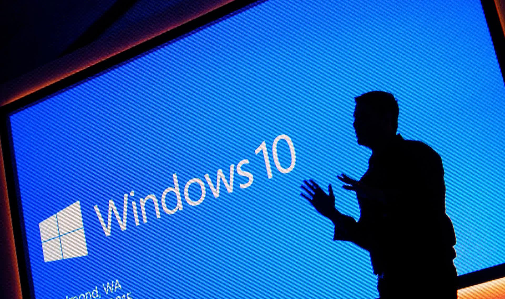 Windows 10 logo ja miehen silhuetti.