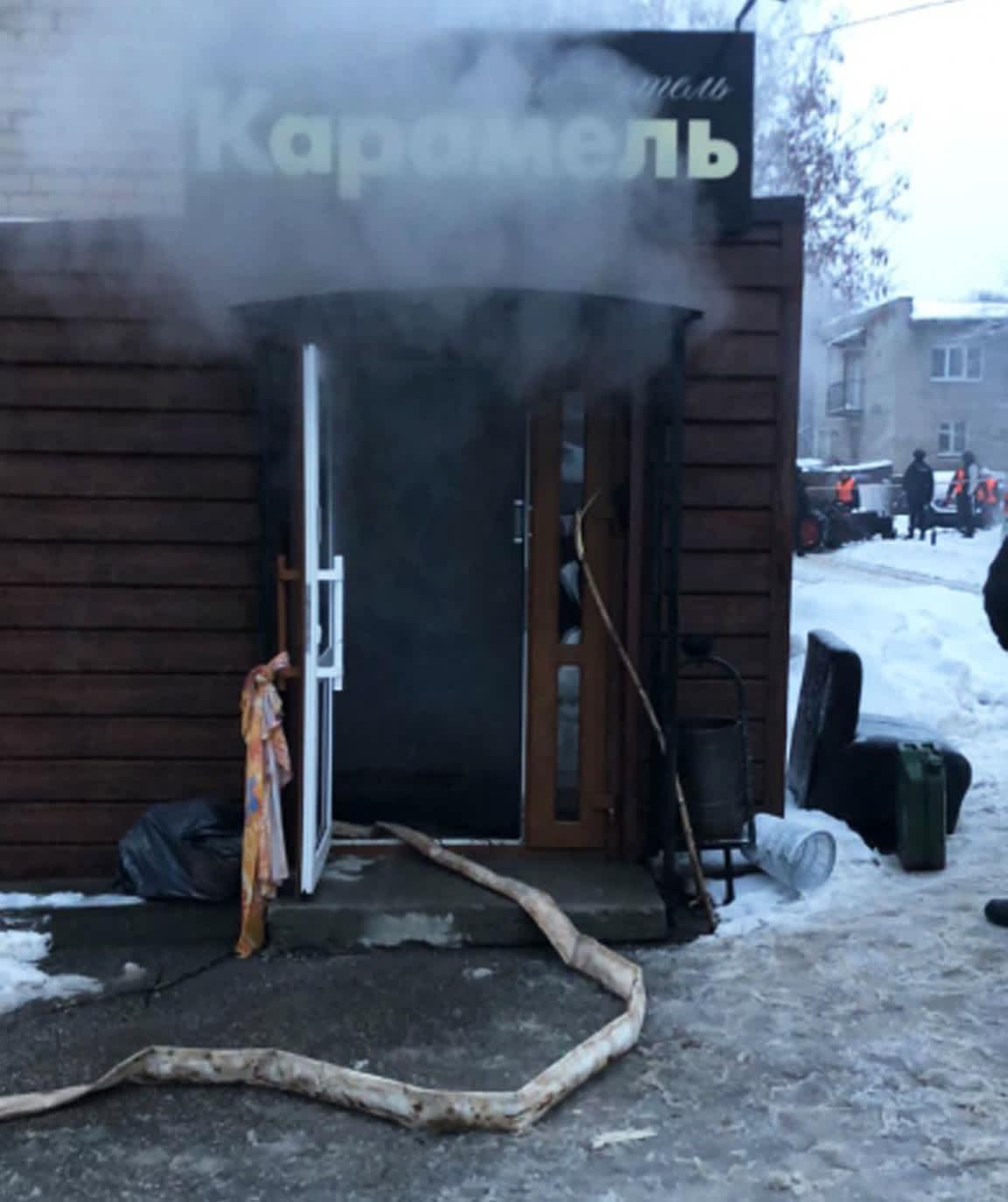 Karamel-hotellin sisäänkäynti.