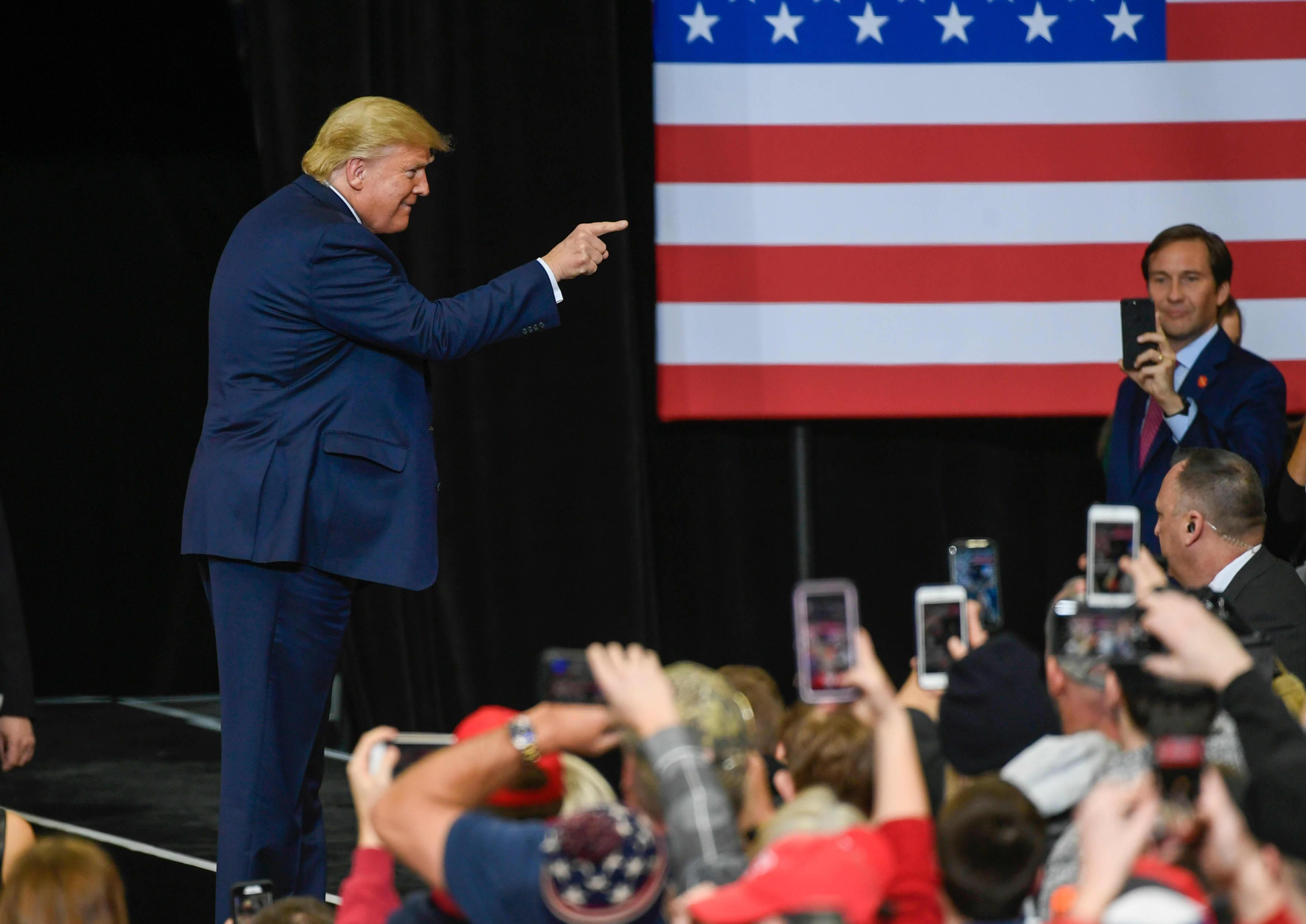 Donald Trump kampanjatilaisuudessa