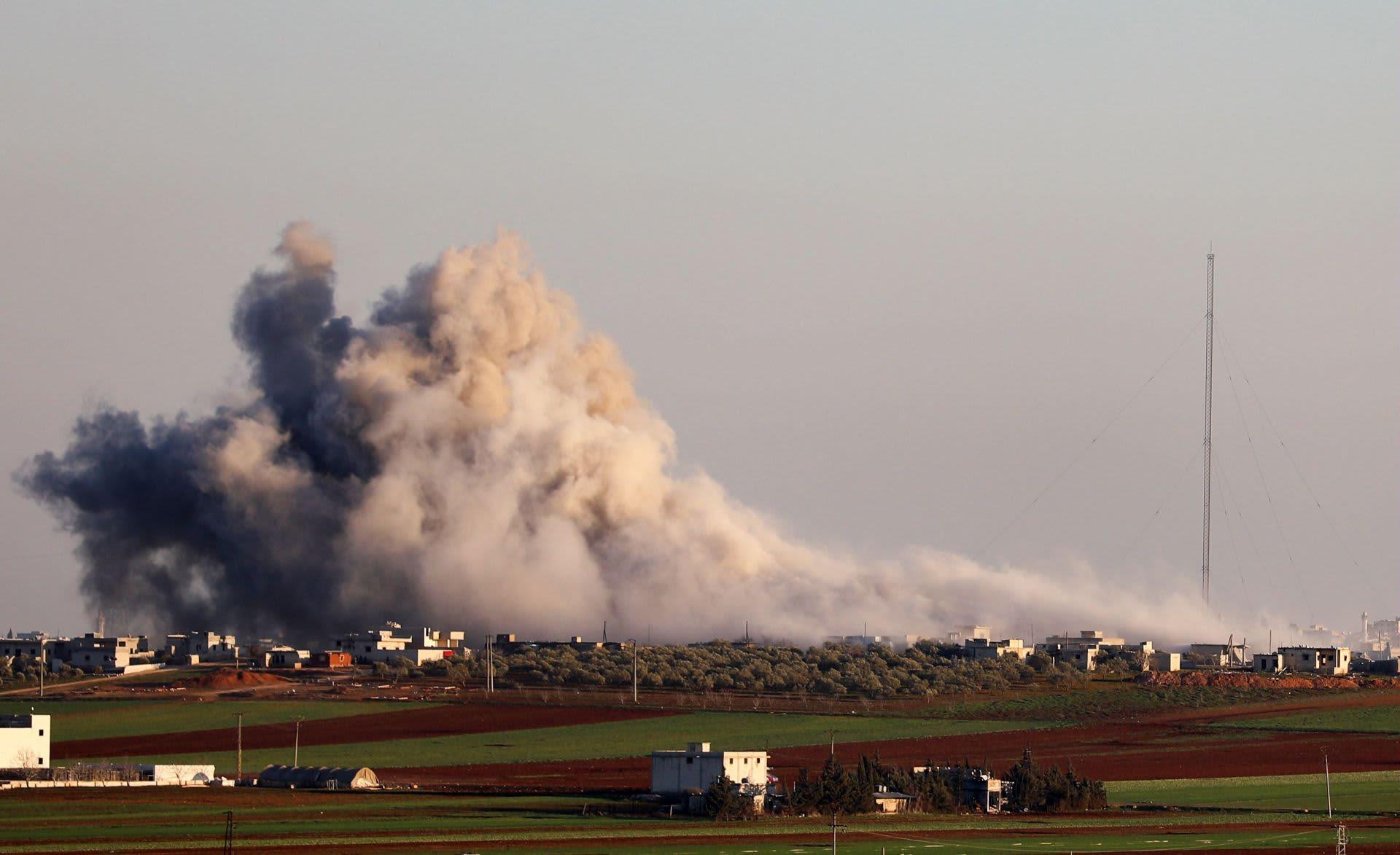 Savu nousi Syyrian kapinallisten hallinnoimasta Salihiyahin kylästä hallituksen joukkojen ilmaiskun jälkeen keskiviikkona.