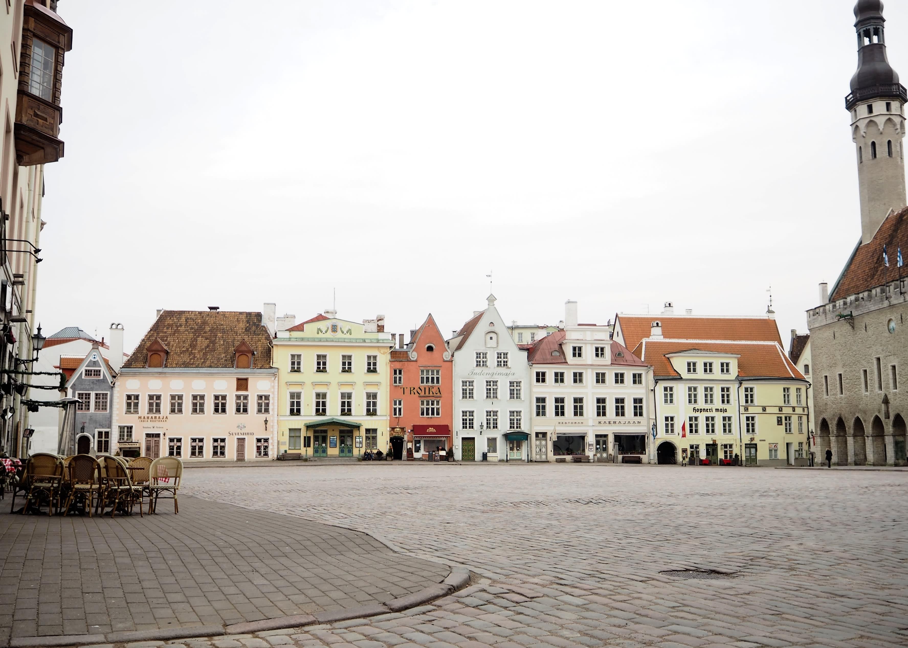 Koronapandemia on tyhjentänyt Tallinnan kadut.