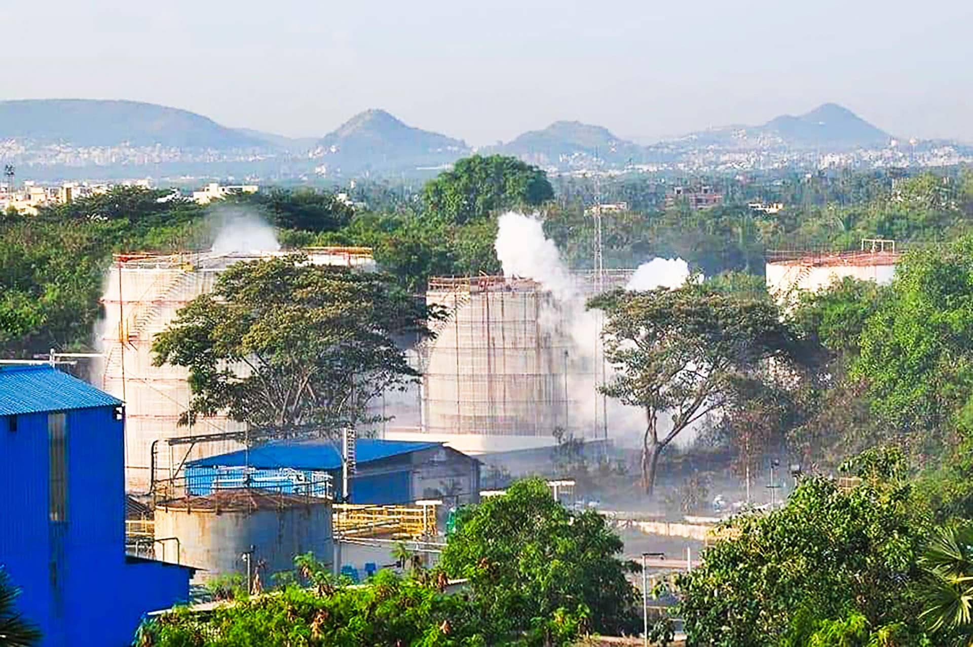 Kaasua vuoti kahdesta 5 000 tonnin säiliöstä.