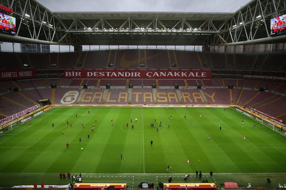 Turkkilainen jalkapallostadion kuvassa