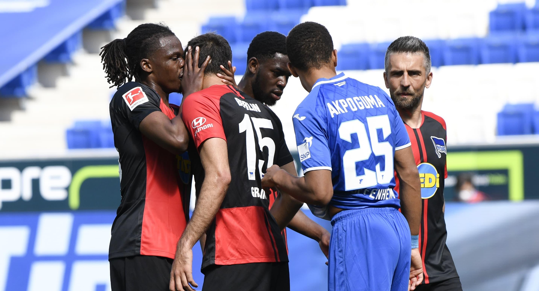 Dedryck Boyata ja Marko Grujic ovat koronaviruksen aikakaudella liian läheisissä tunnelmissa Bundesliigassa 16. toukokuuta.