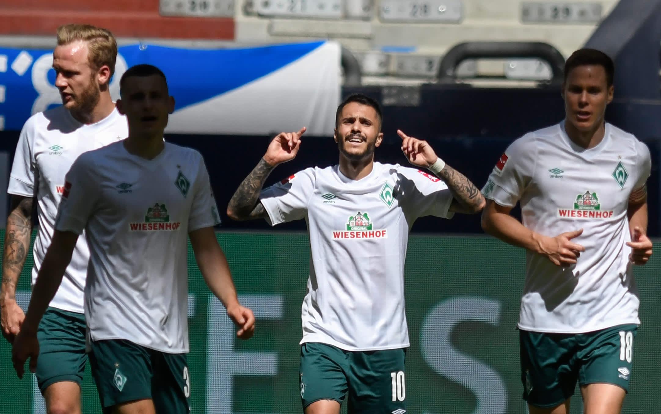 Leonardo Bittencourt oli Werder Bremenin sankari Schalkea vastaan.