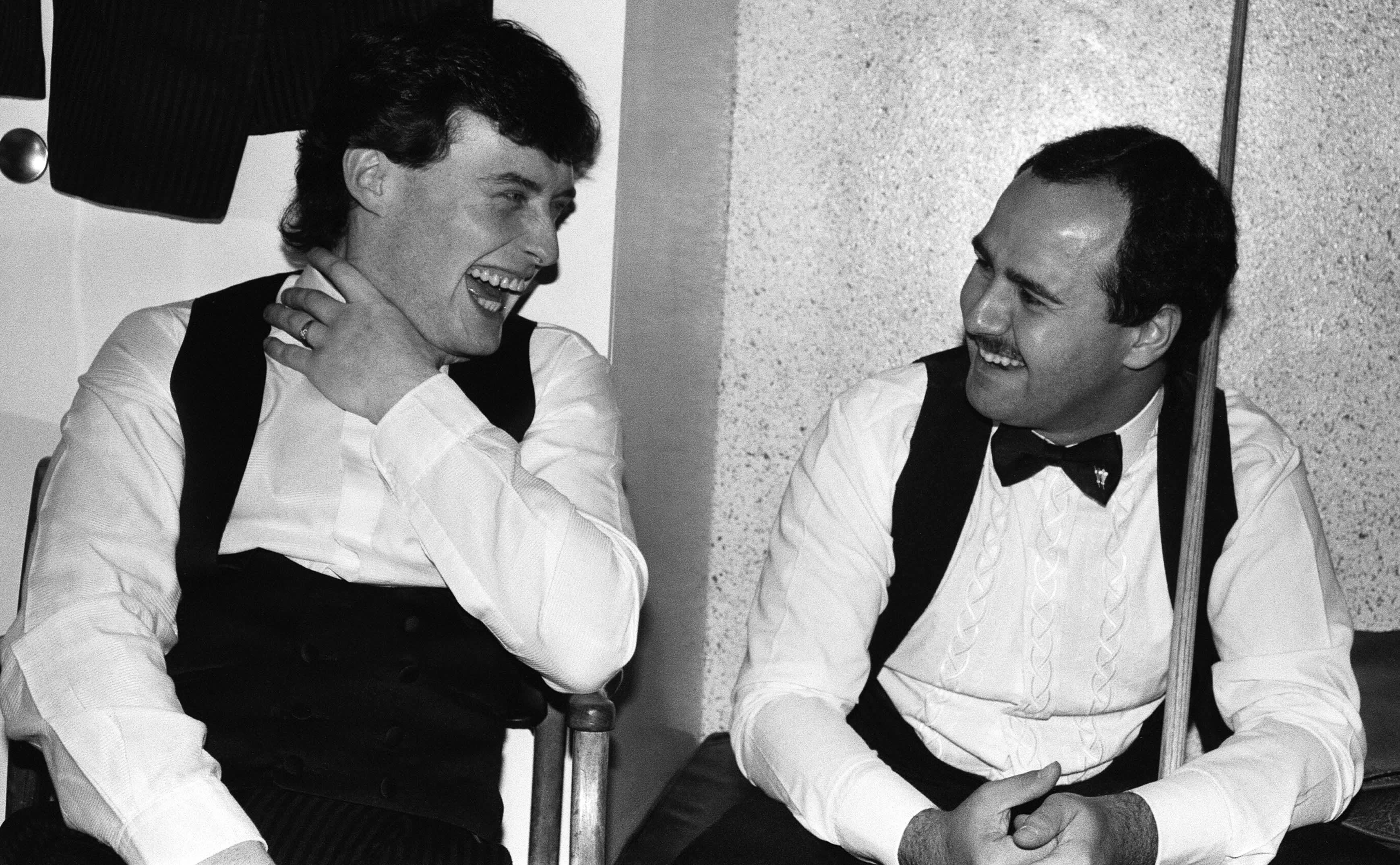 Jimmy White (vas.) ja Tony Meo ponnistivat snookerissa huipulle Lontoon Tootingista.