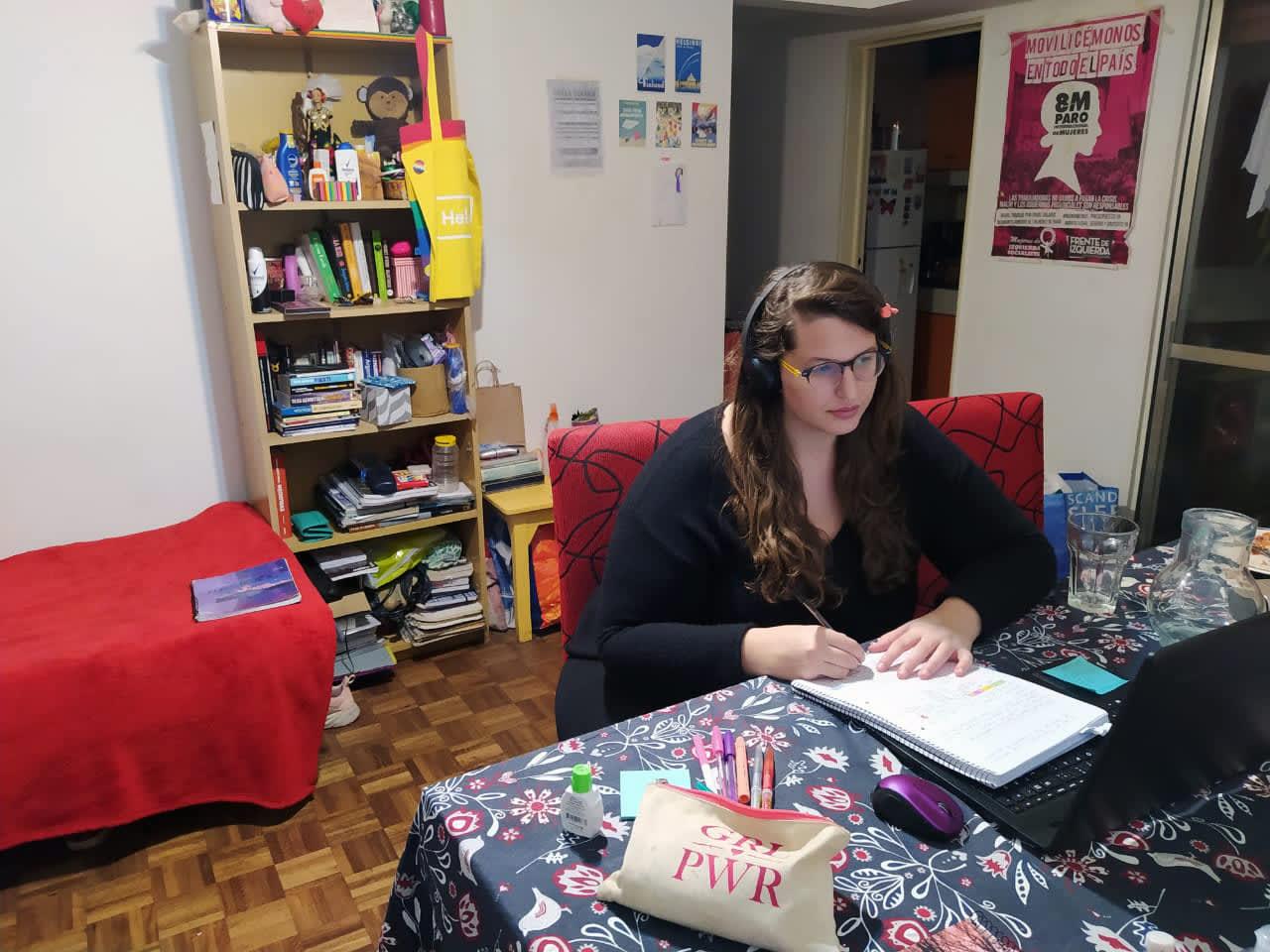 Minea Benigni on opiskellut korona-aikana etänä kotonaan Buenos Airesissa.