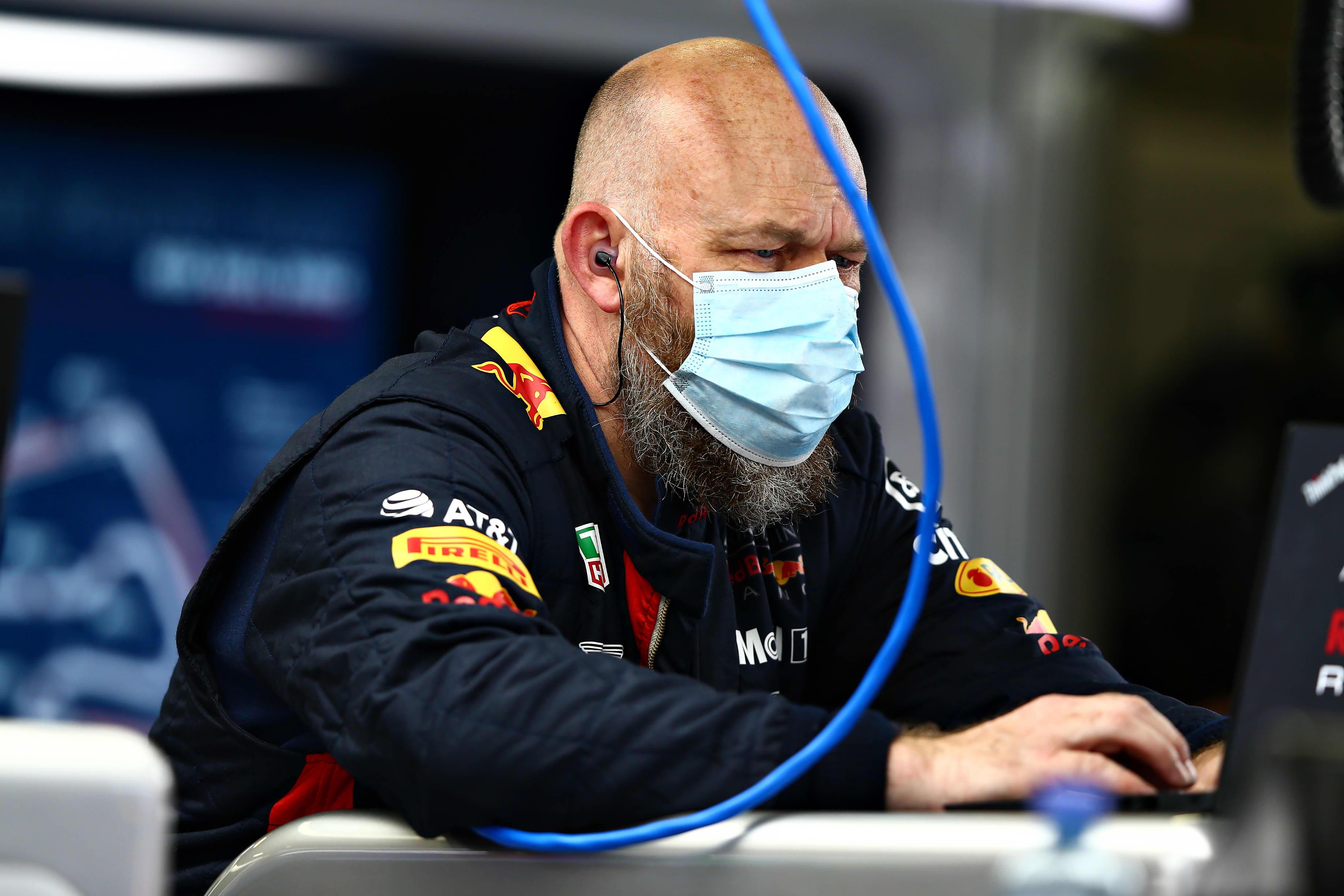 Red Bullin tallityöntekijä Itävallan GP:n harjoituksissa